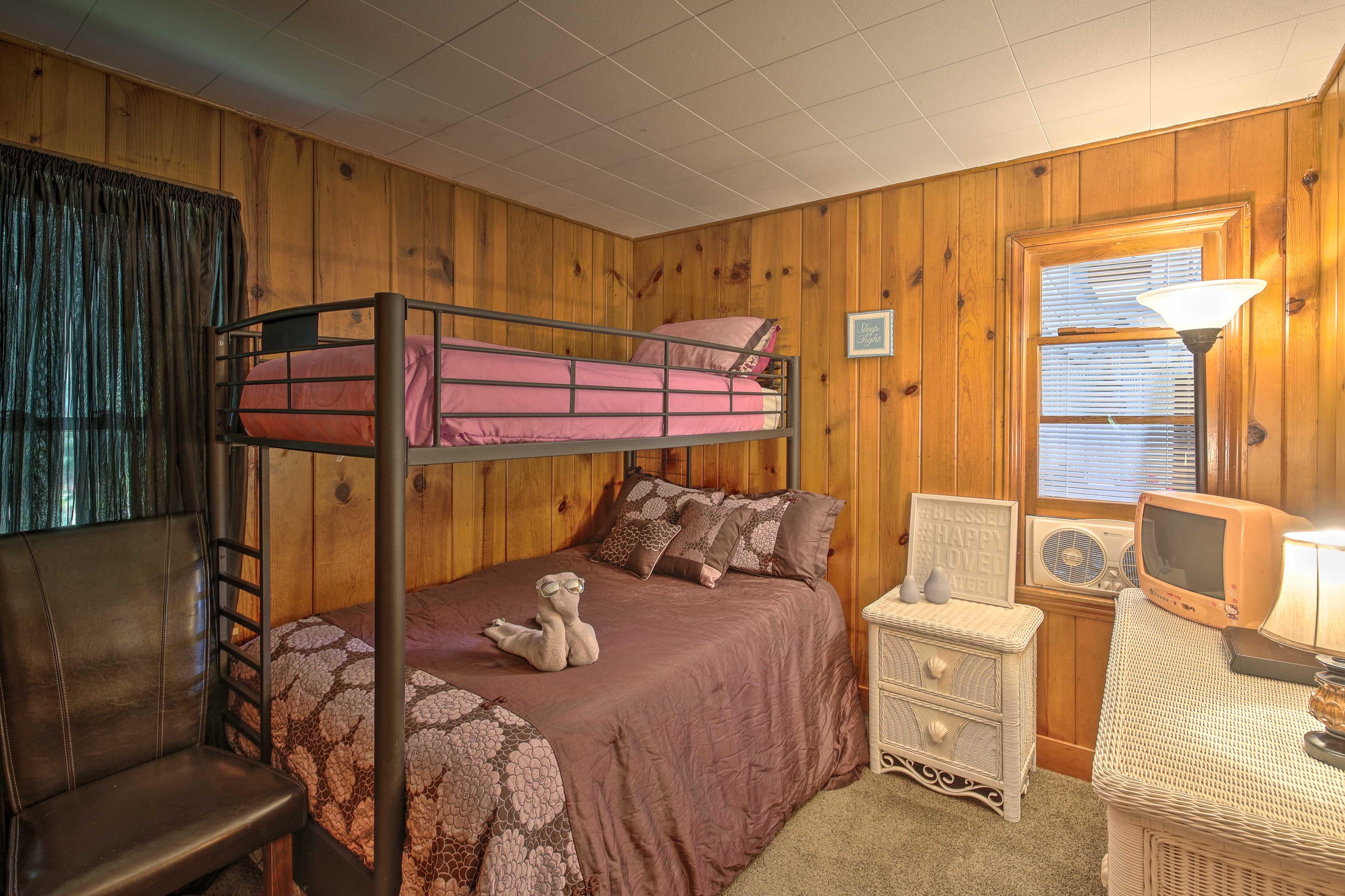 Bedroom 3   Twin/Full Bunk Bed