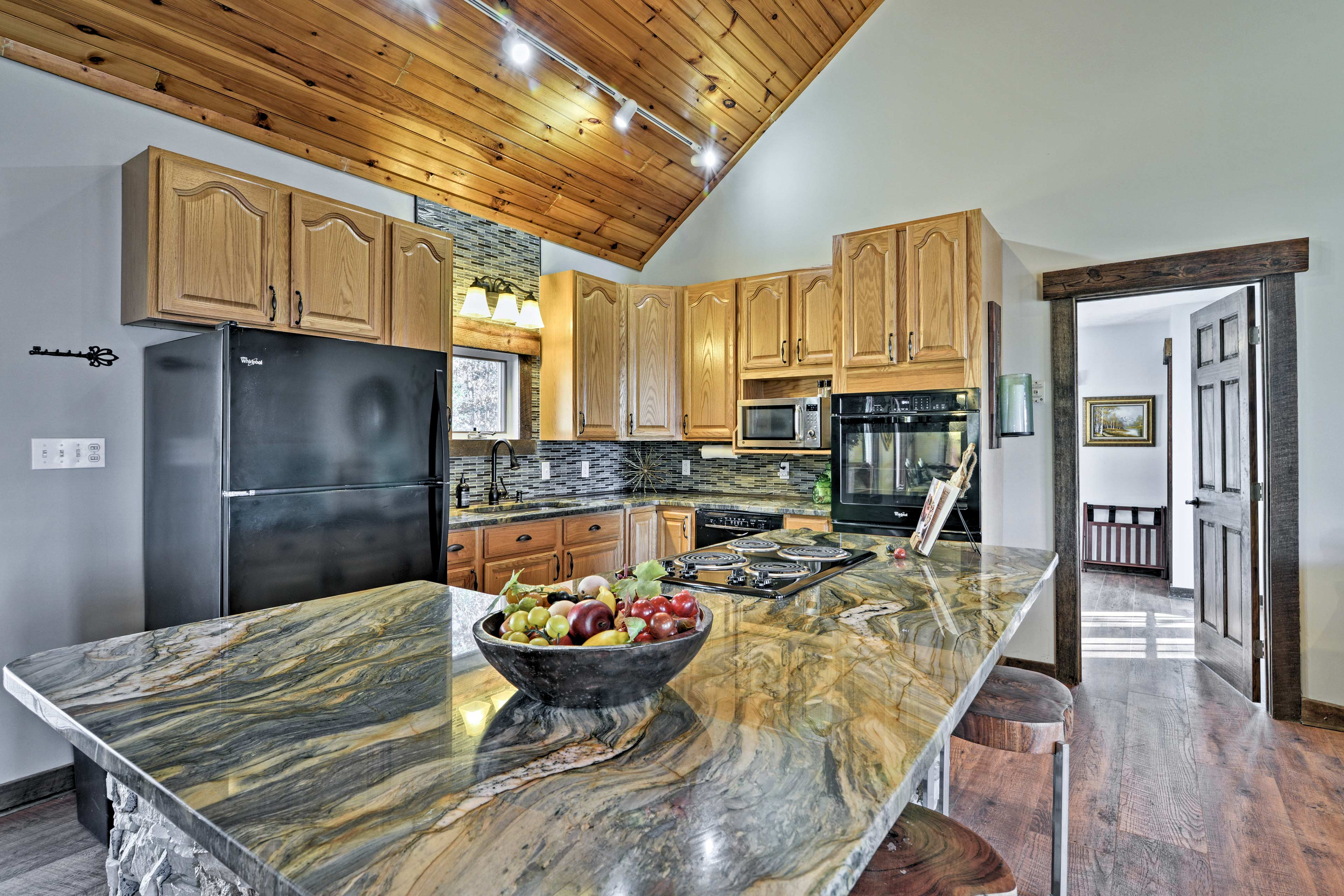 Prepare a 5-star feast in the fully equipped kitchen.
