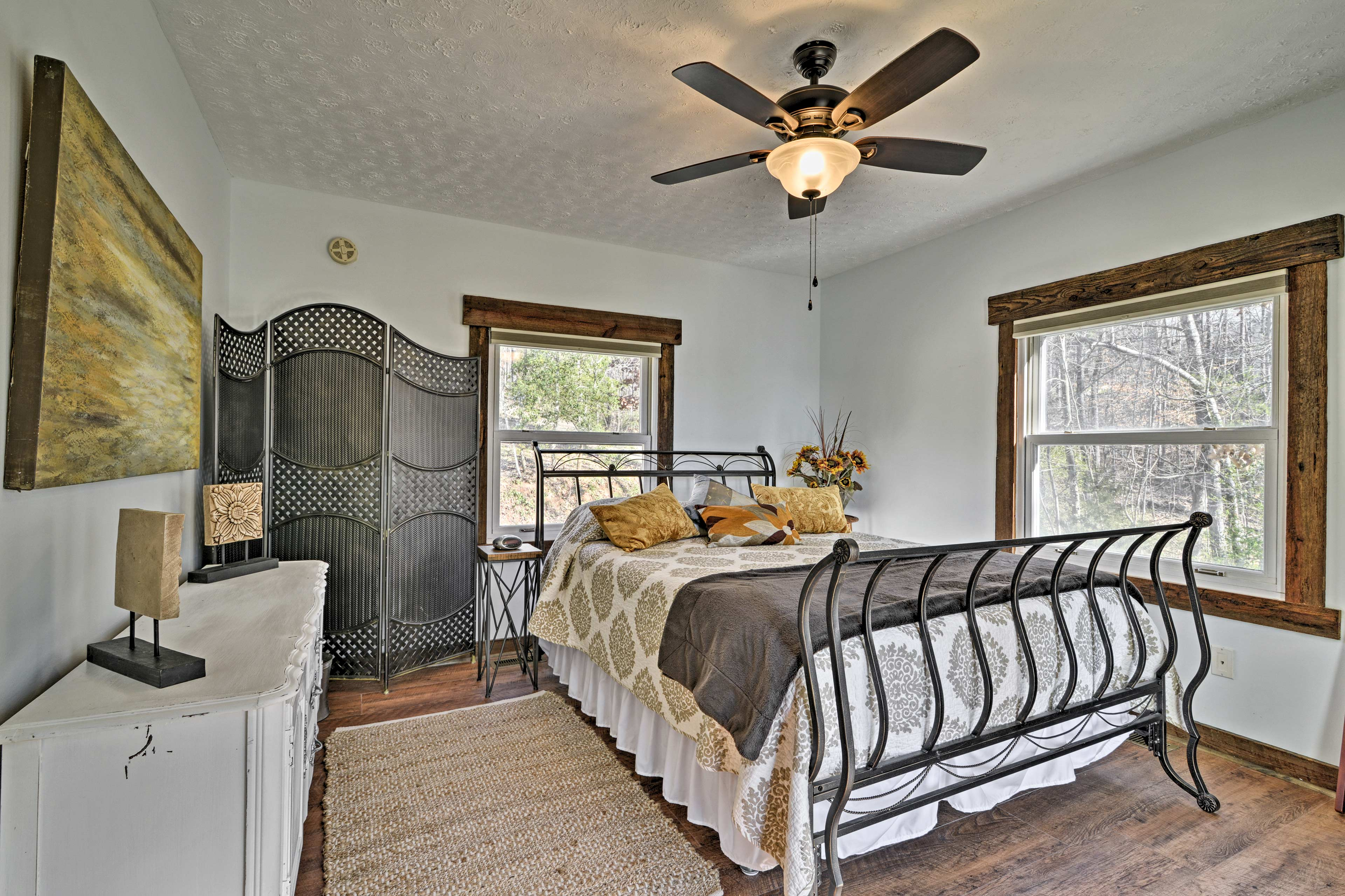 You'll find a comfortable queen bed in this room.