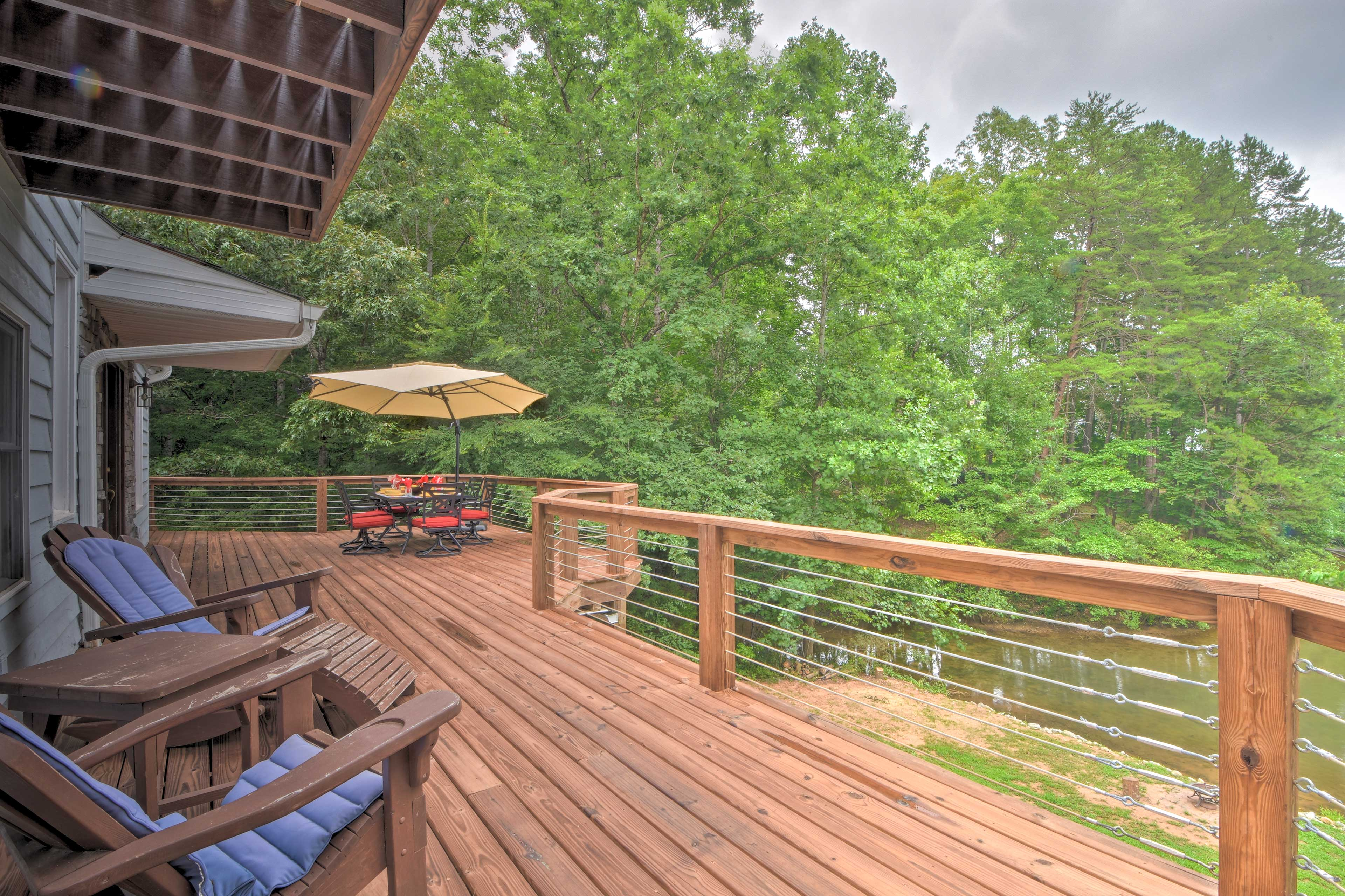 Kick back, relax and enjoy lakefront living at its finest!