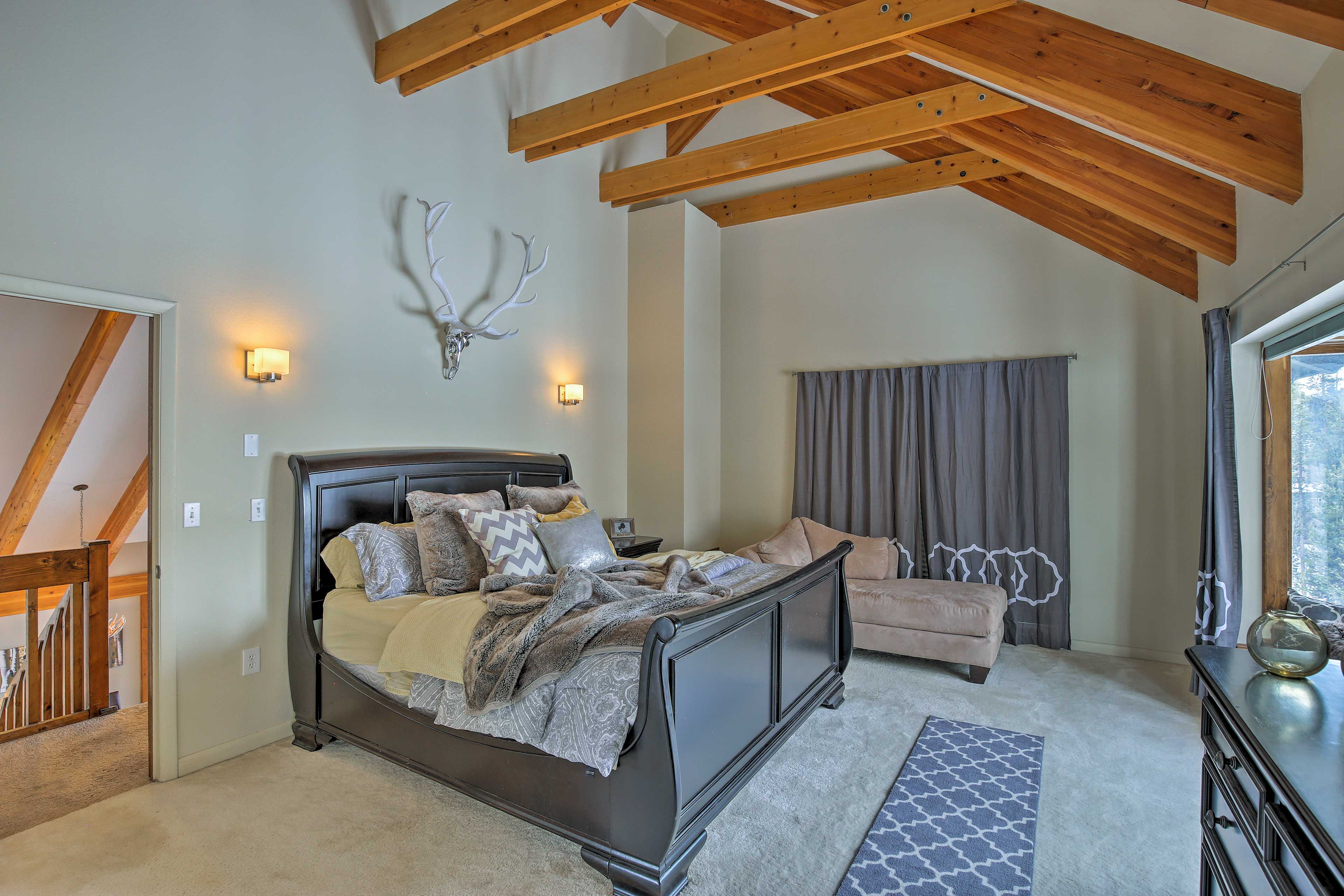 he upstairs master bedroom serves as a resort-like retreat for 2.
