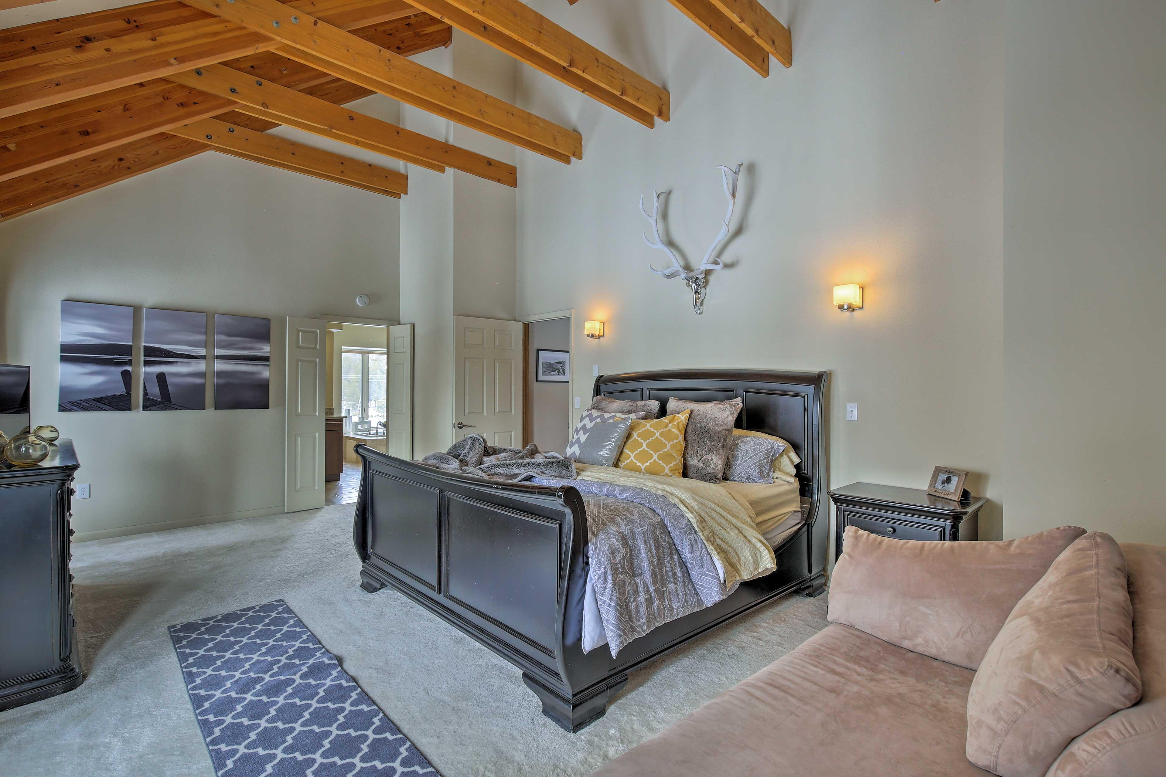 This king bed guarantees a good night's sleep.