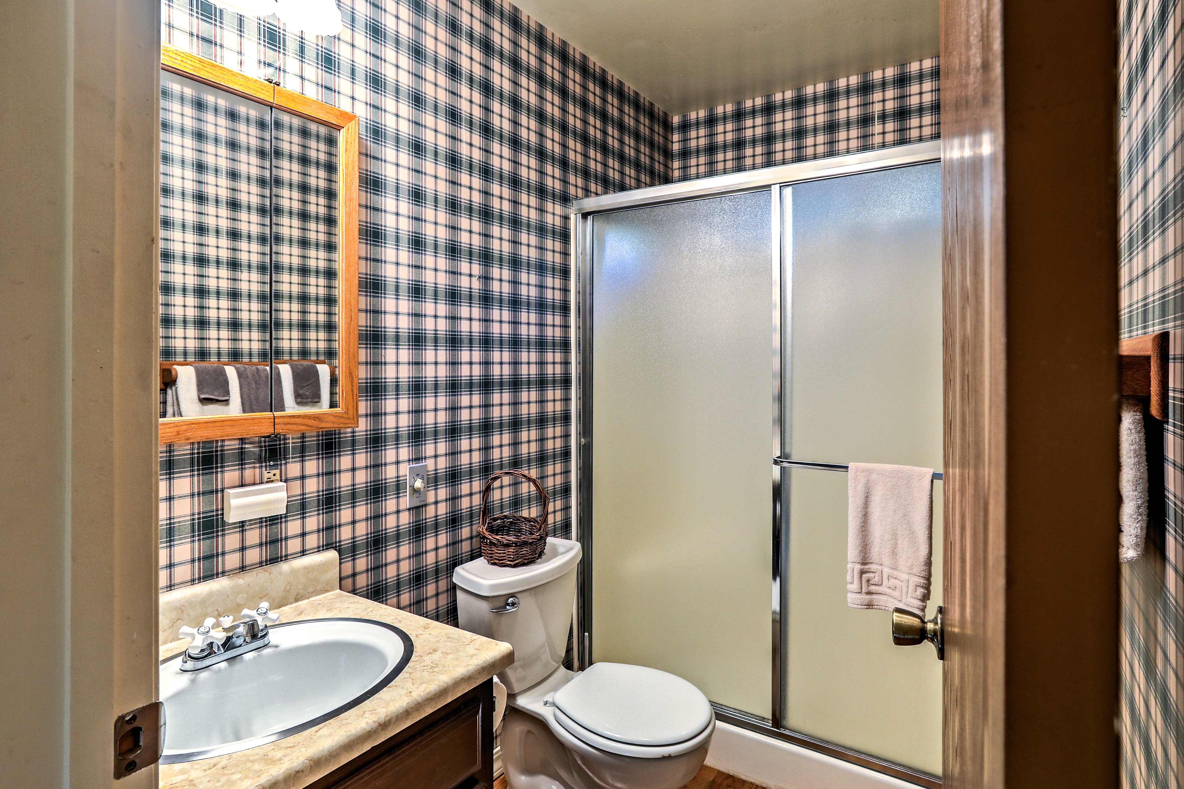 After a long day of Truckee adventures, freshen up in this full bathroom.