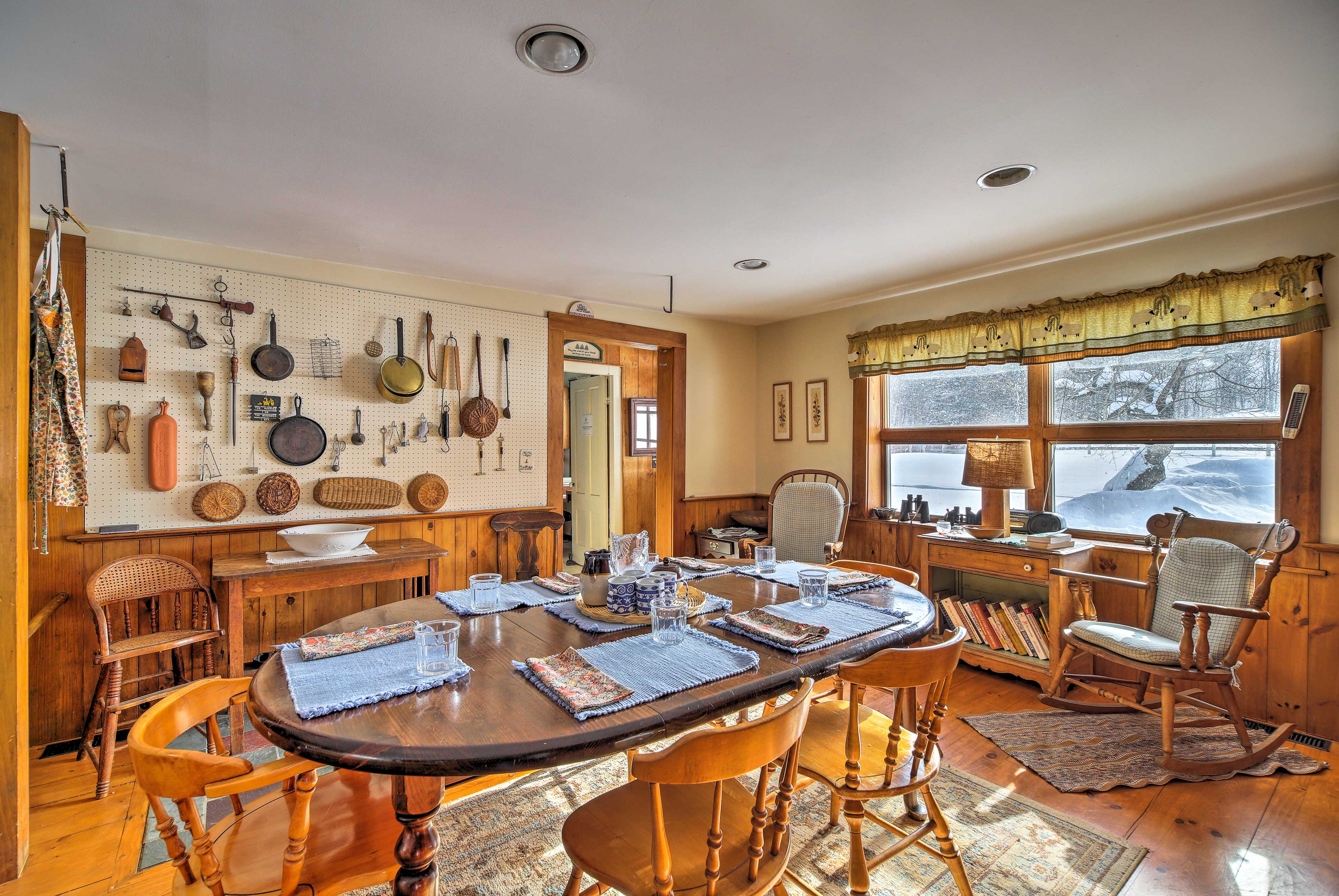 The kitchen table for 6 is yet another great place to enjoy a family meal.