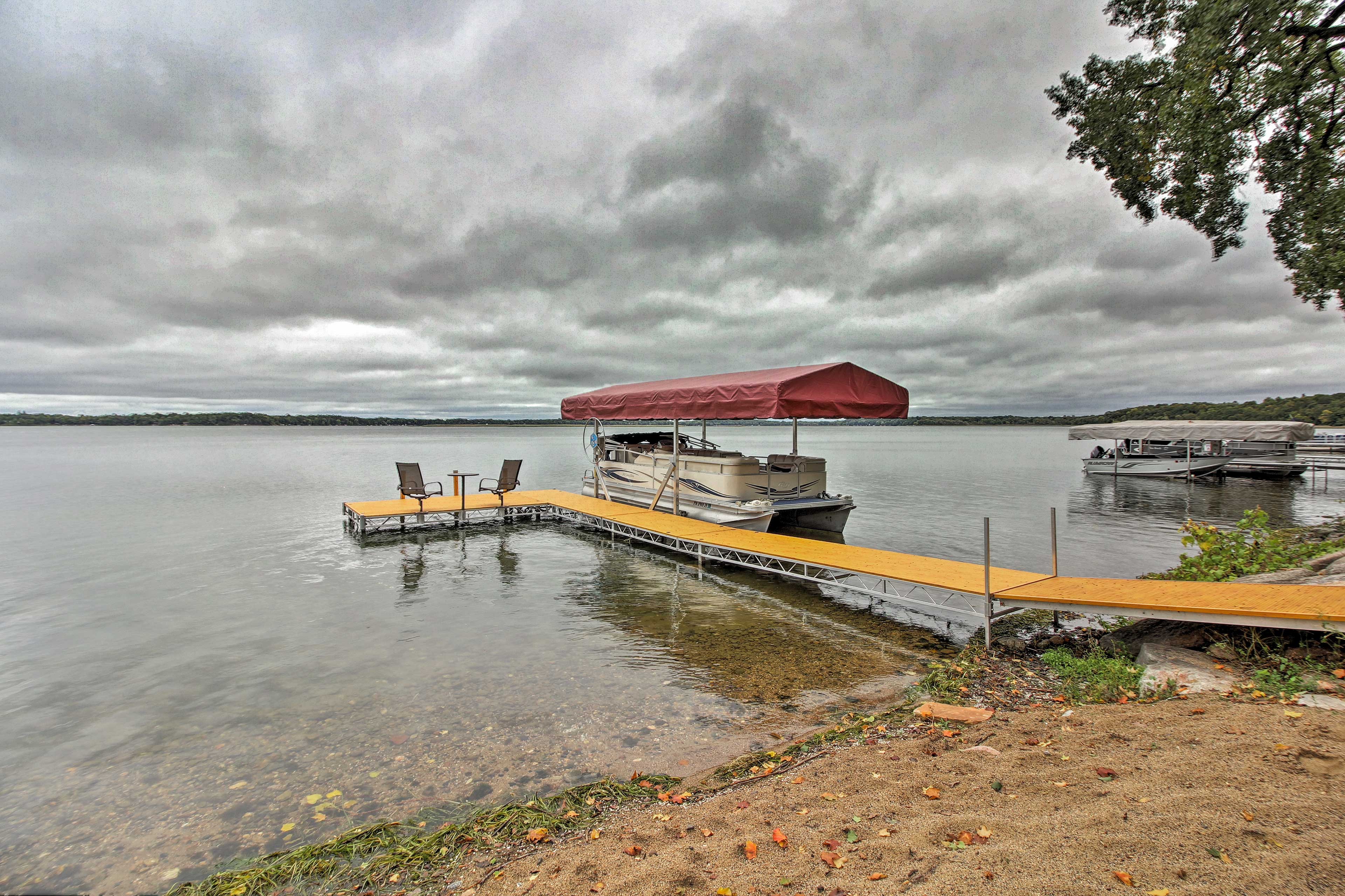 This home provides a private boat dock on Clearwater Lake!