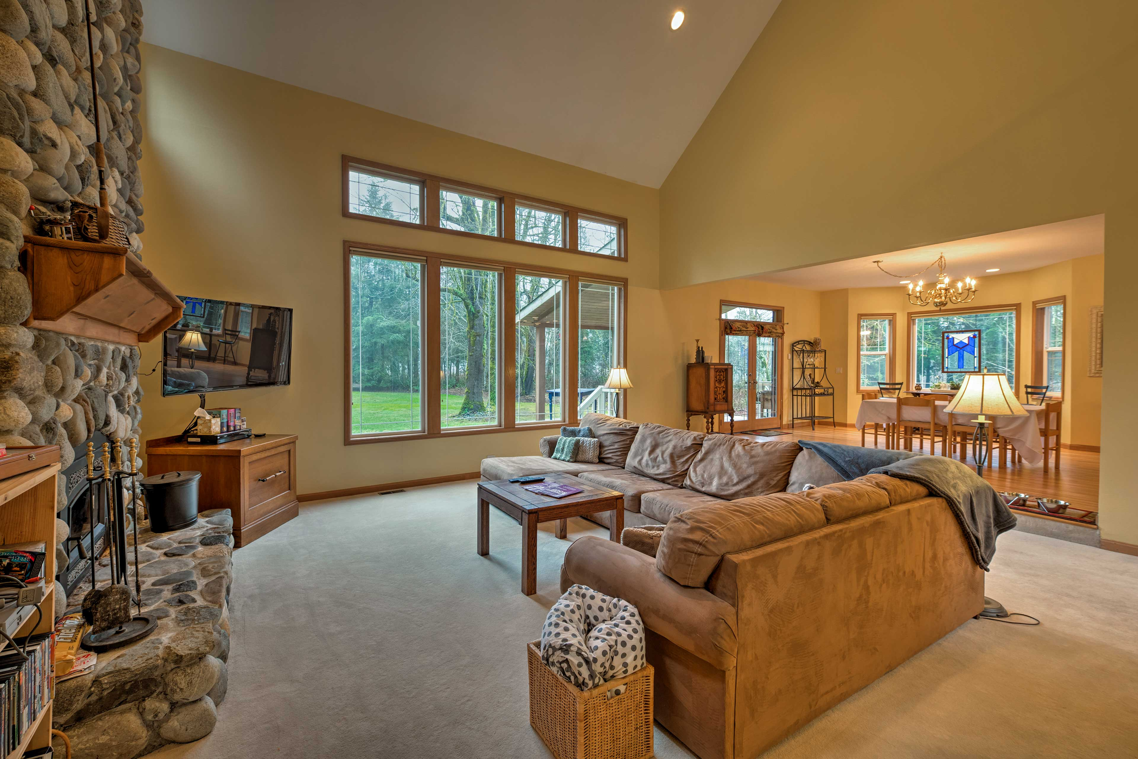 Long-view windows stretch the length of the living area, giving way to views!