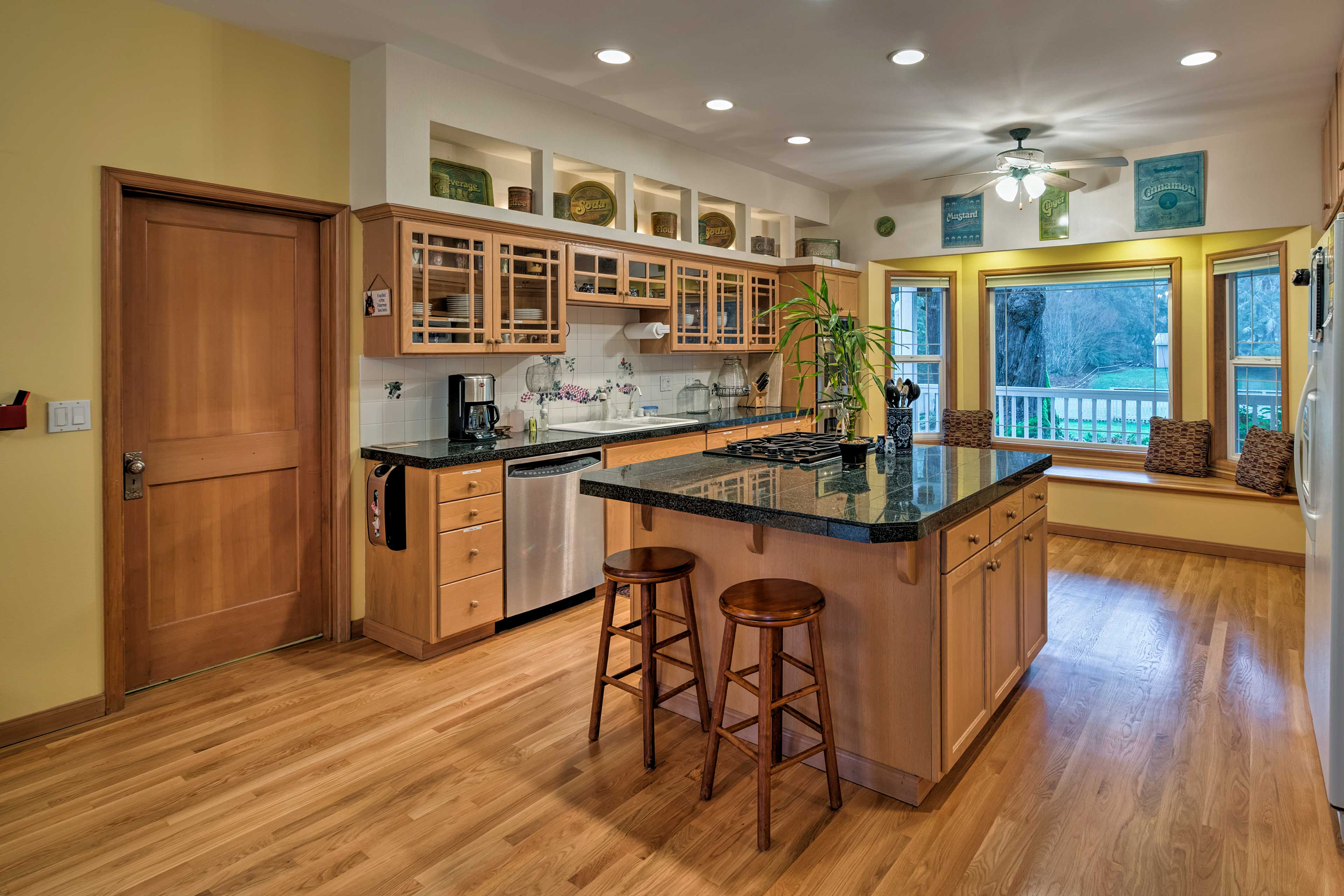 Channel your inner Iron Chef in this fully equipped kitchen.