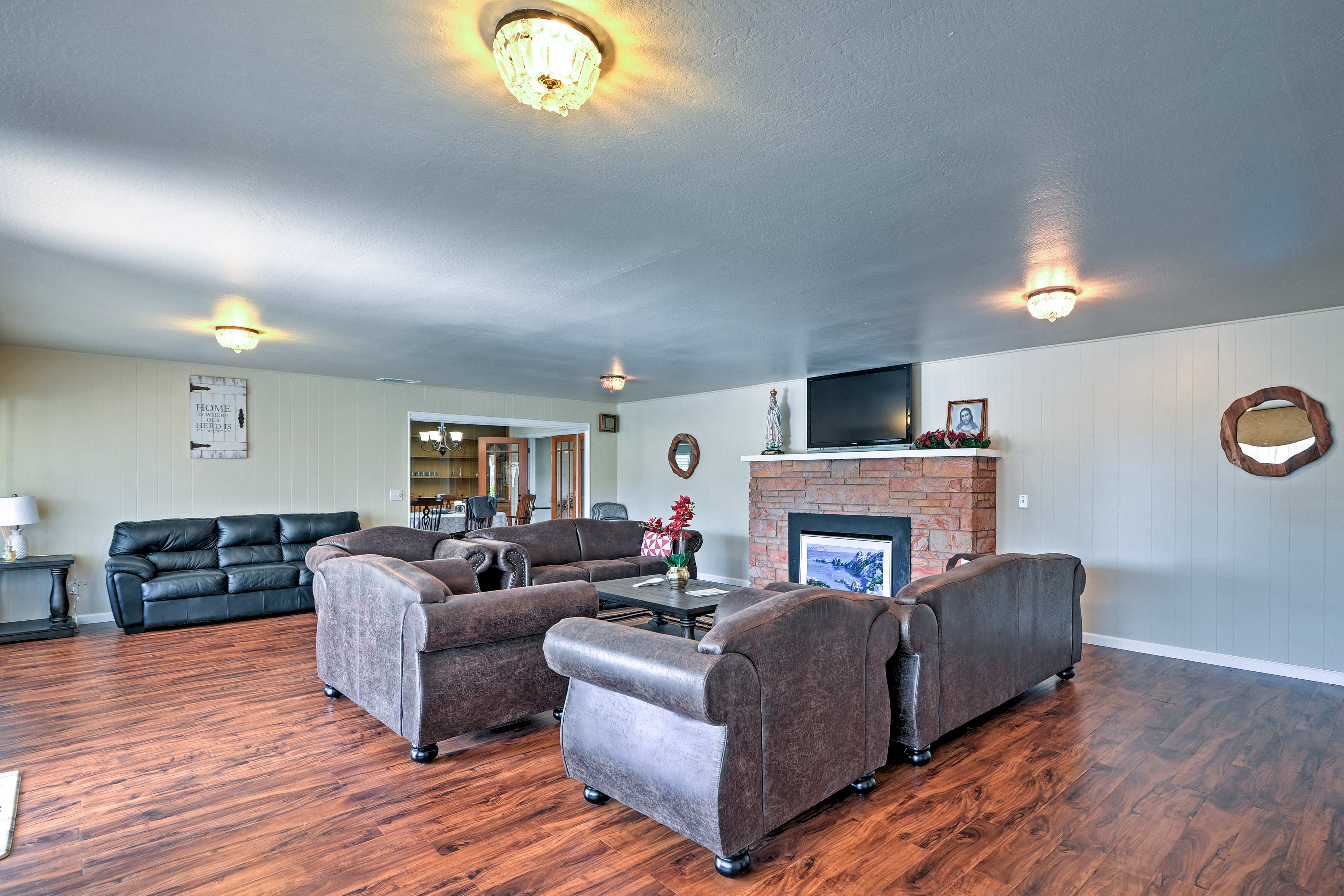 Up to 11 guests can spread out in 2,500 square feet of living space.