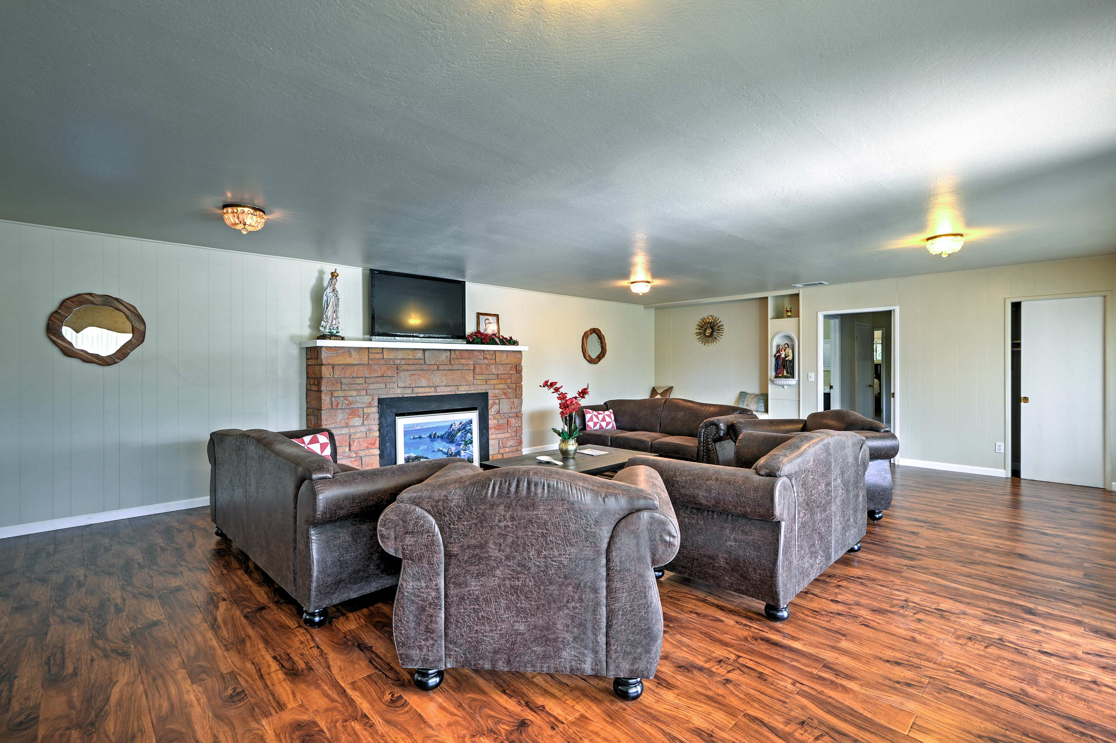 The living room boasts a wood-burning fireplace, flat-screen TV and comfy sofas.