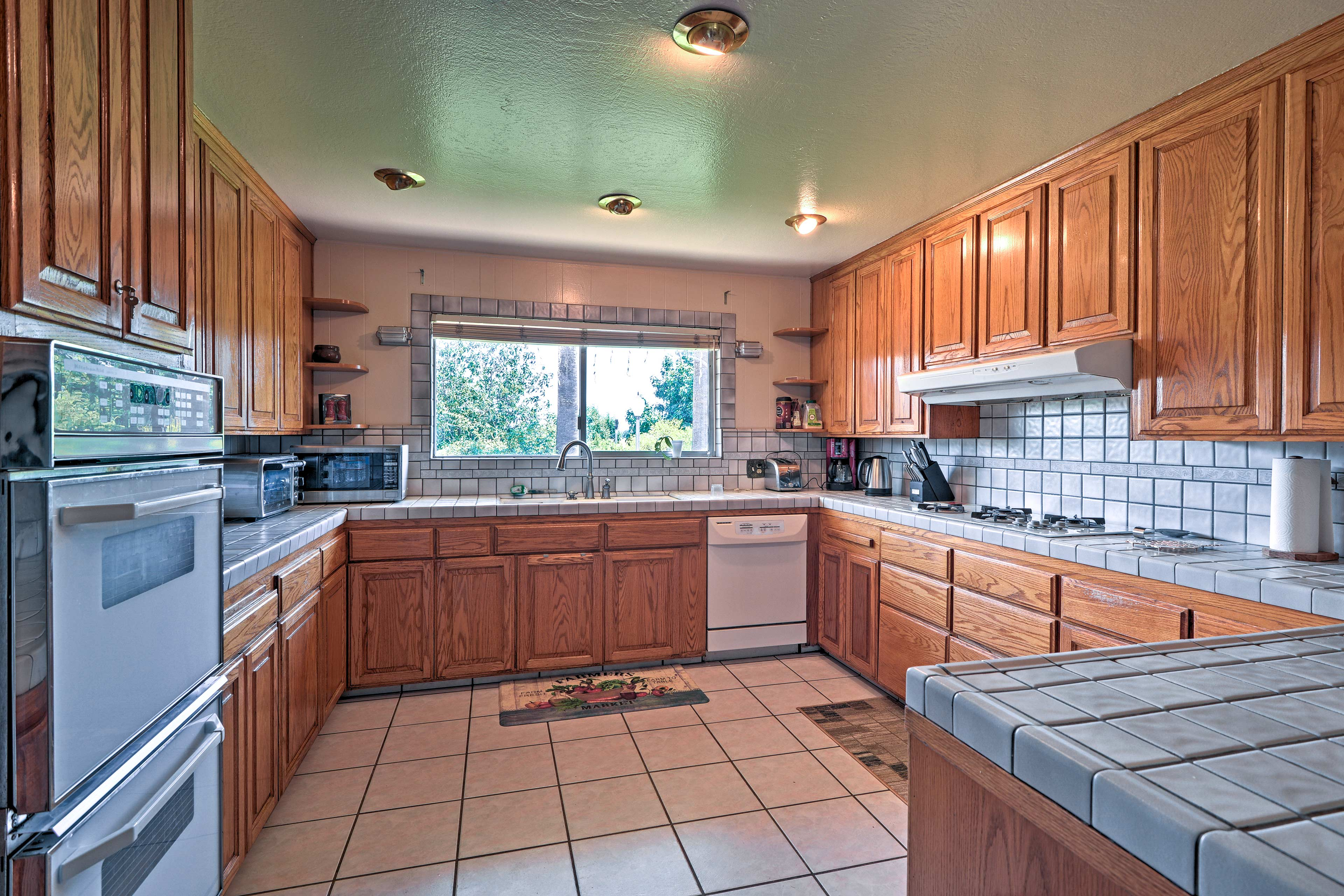 The fully equipped kitchen has everything you need to cook with ease!