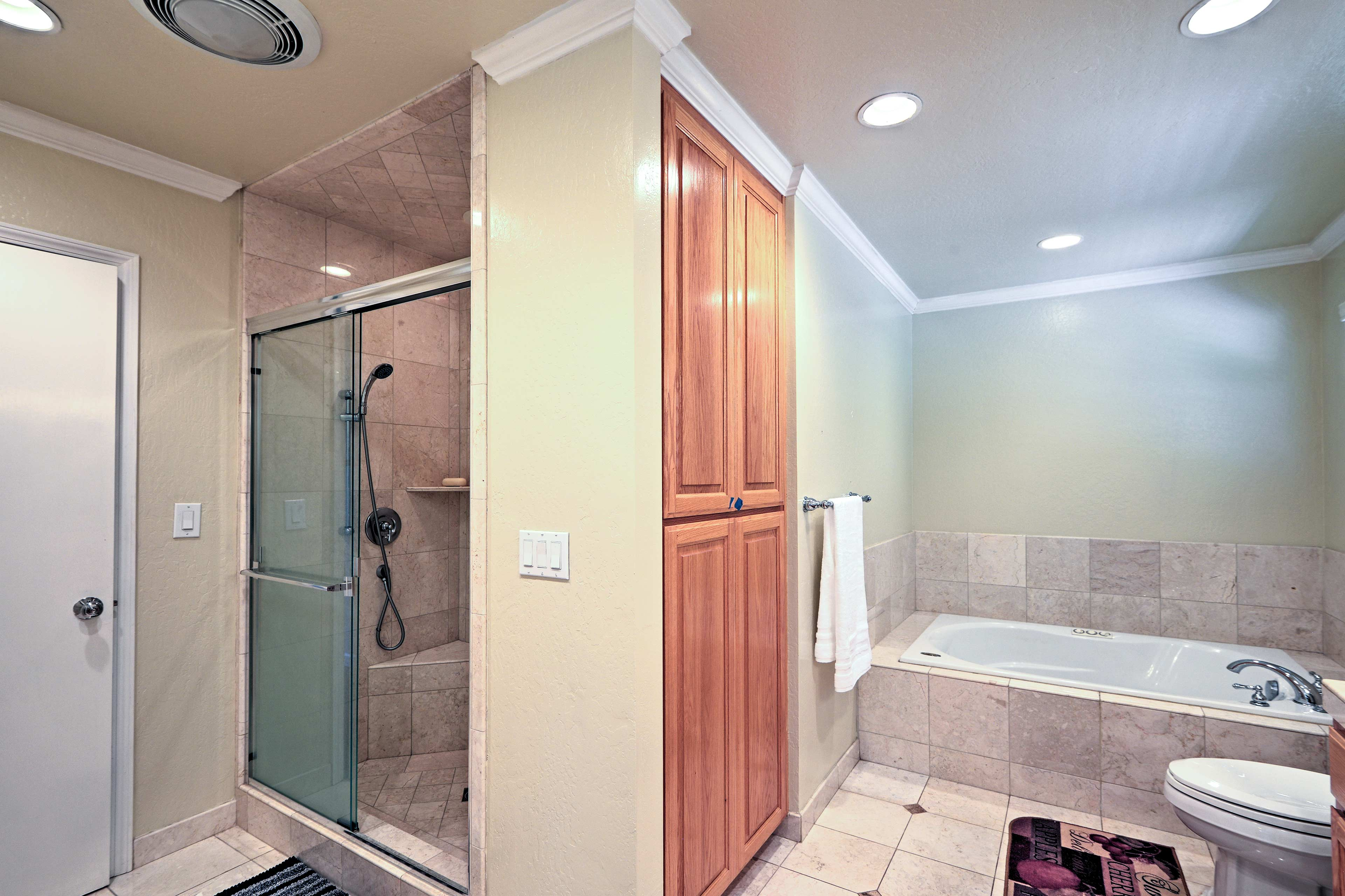 The master en-suite bathroom also features a walk-in shower.