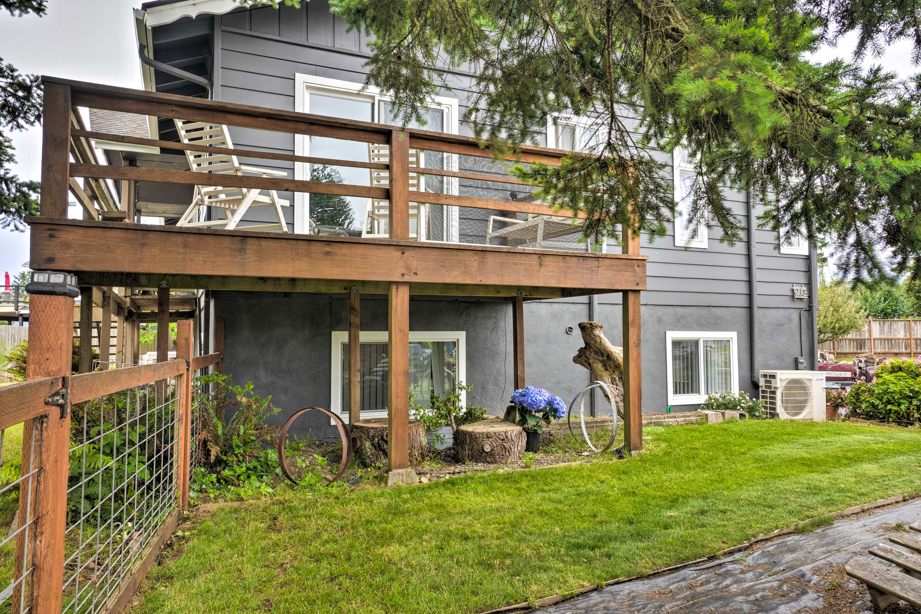 This quaint abode is situated just 2 blocks from the ocean!