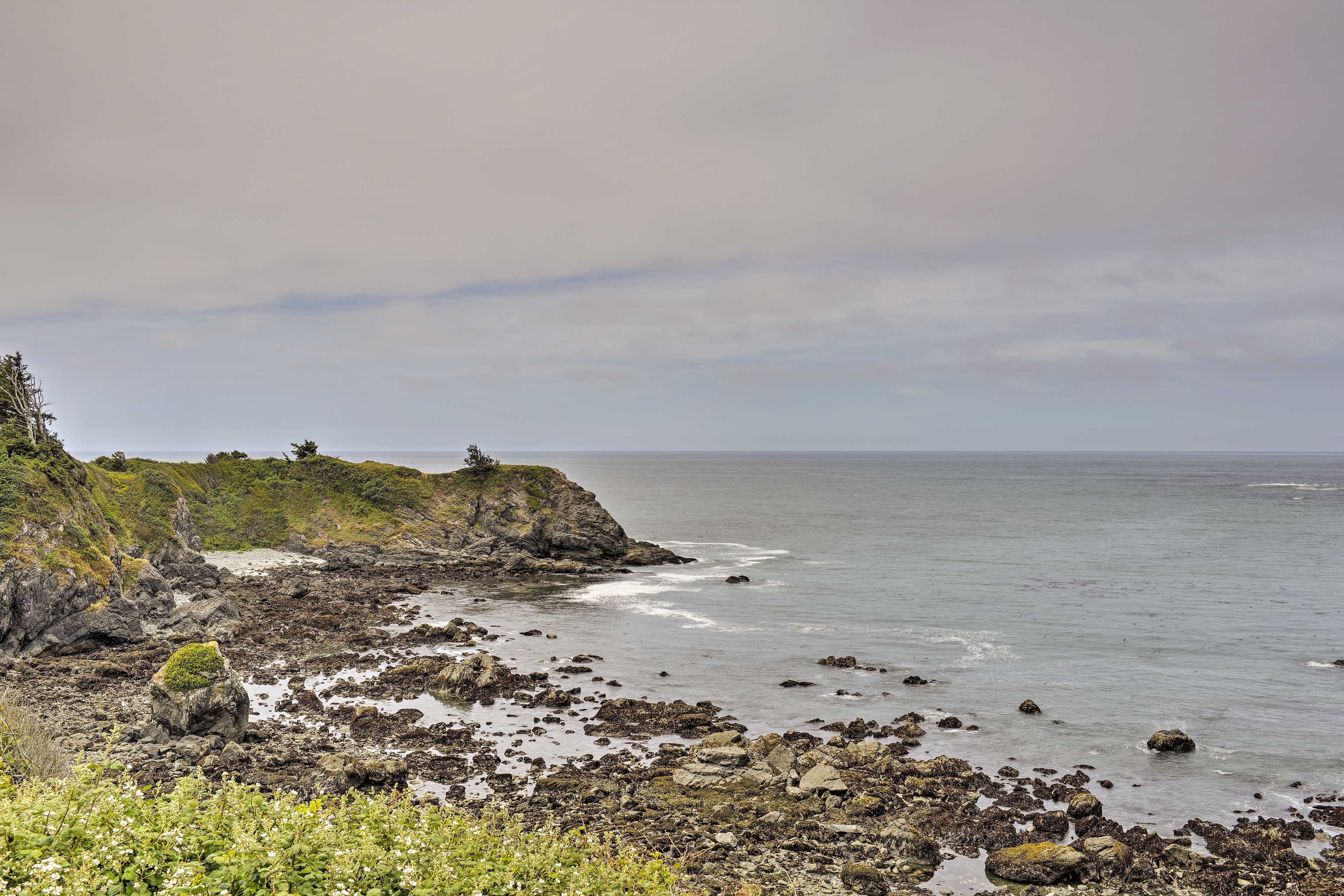Experience the beautiful Oregon coast from this vacation rental apartment!