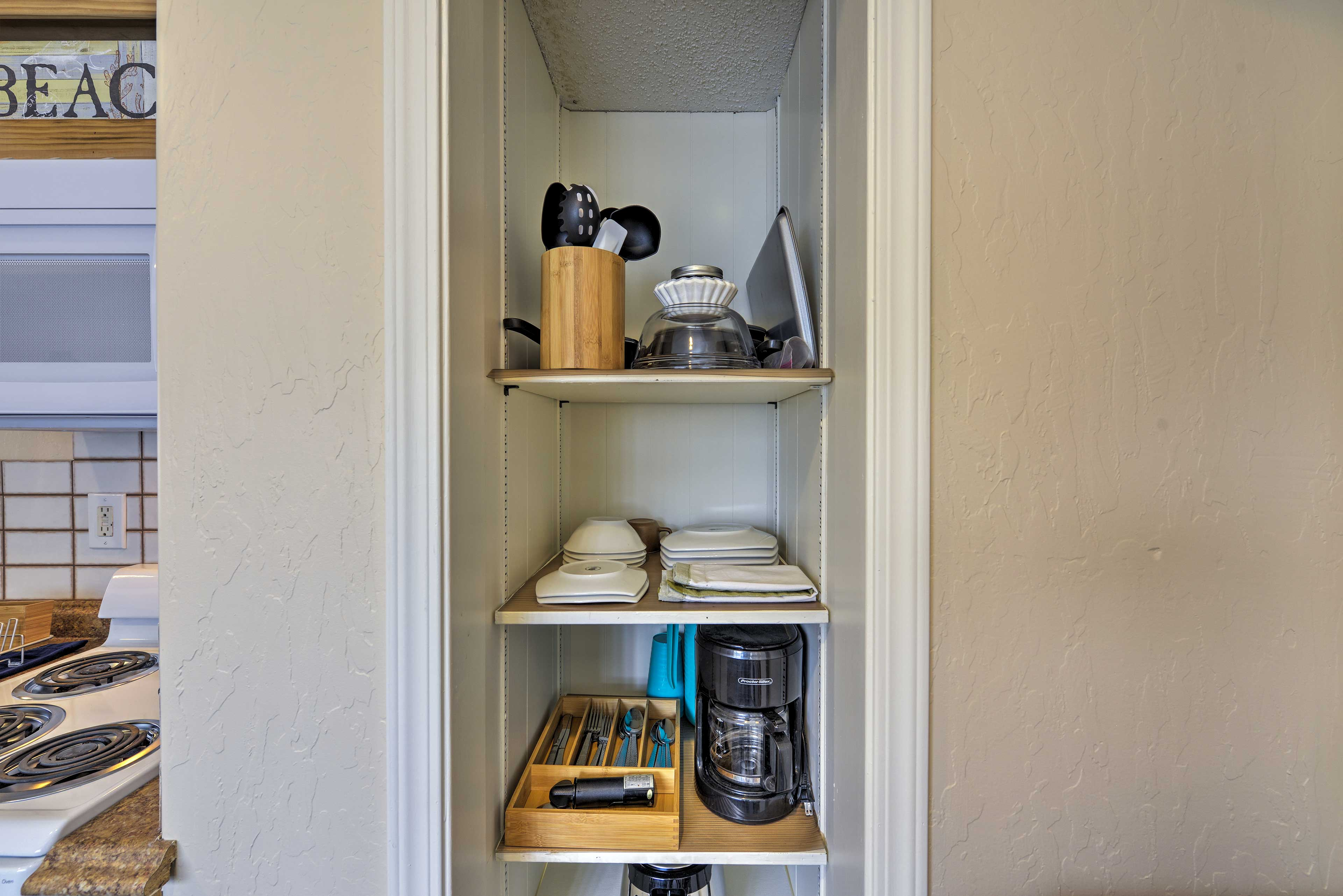 There's ample cookware and dishware in the kitchen!