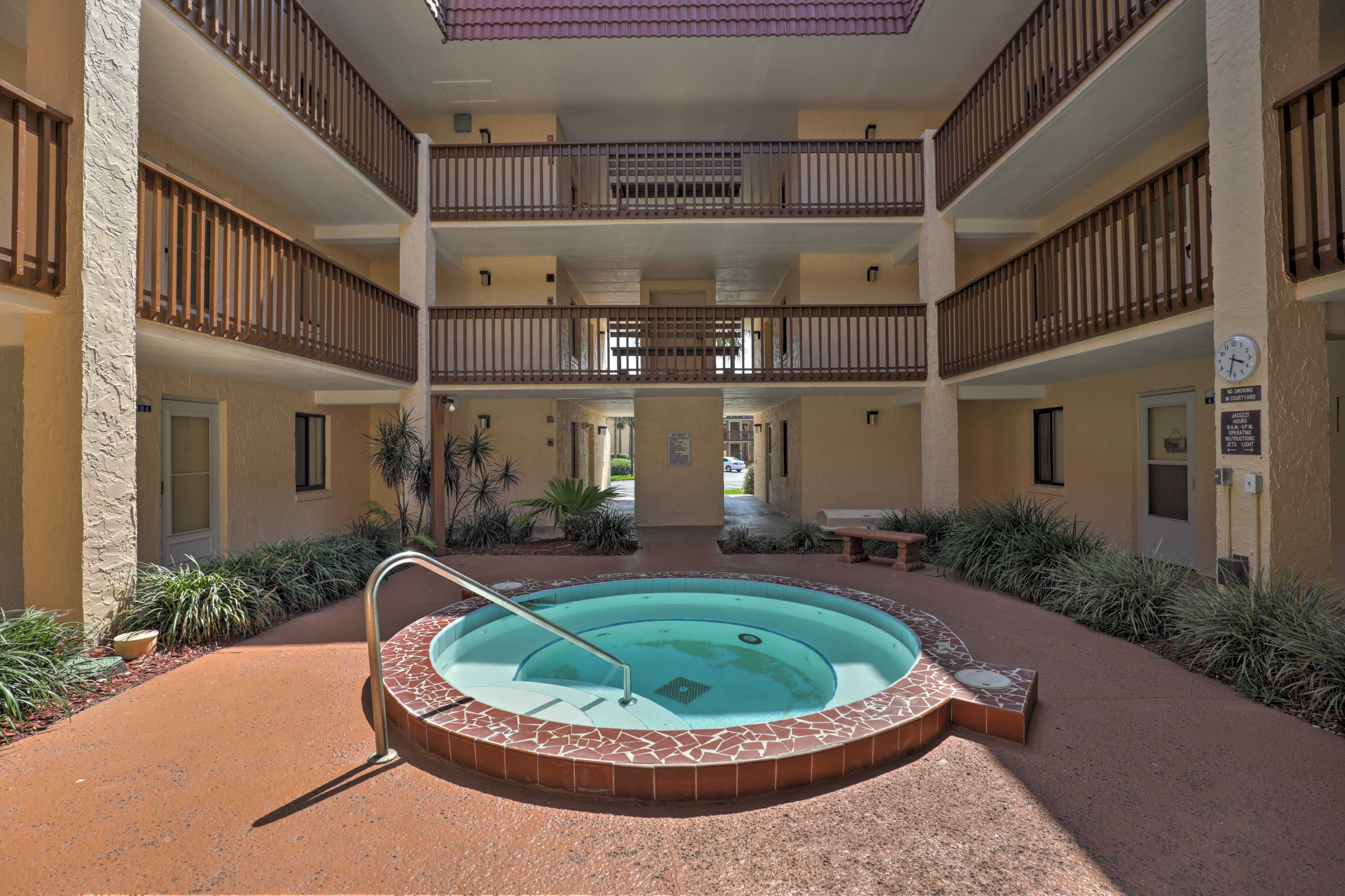 5 hot tubs are situated in the middle of each building.