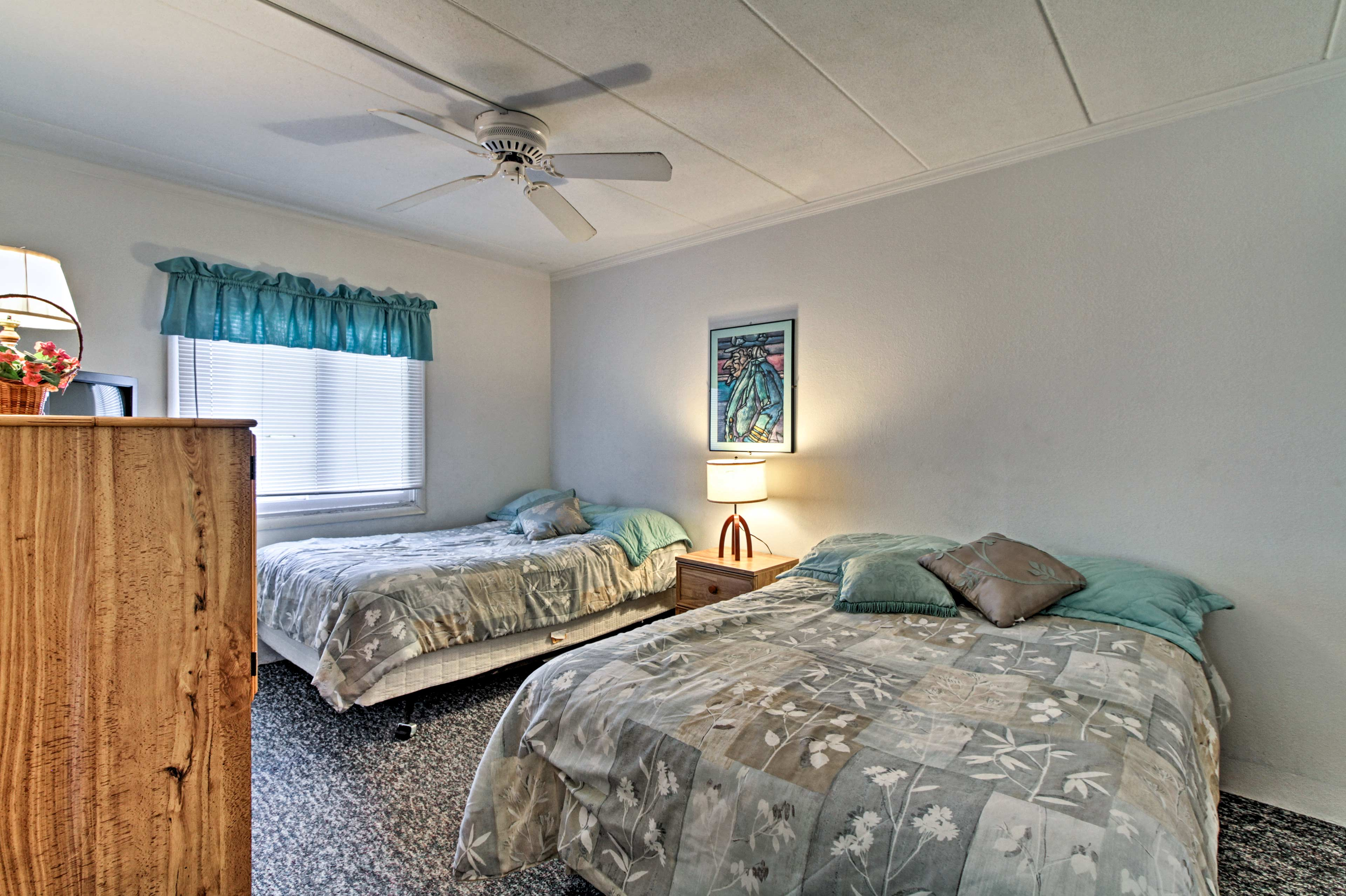 Four guests can sleep in the second bedroom.