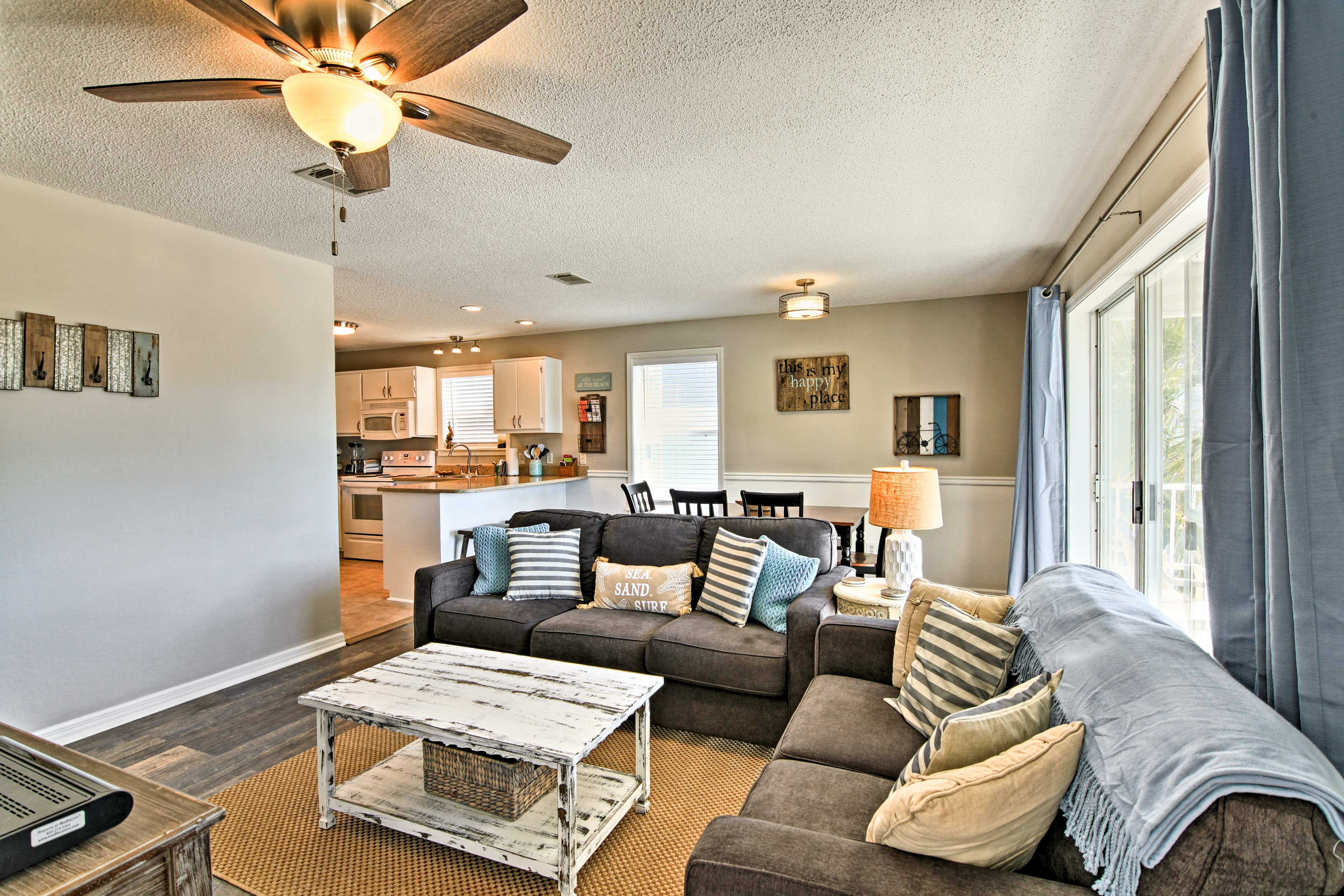 The condo is bright and airy offering a warm and welcoming ambiance.