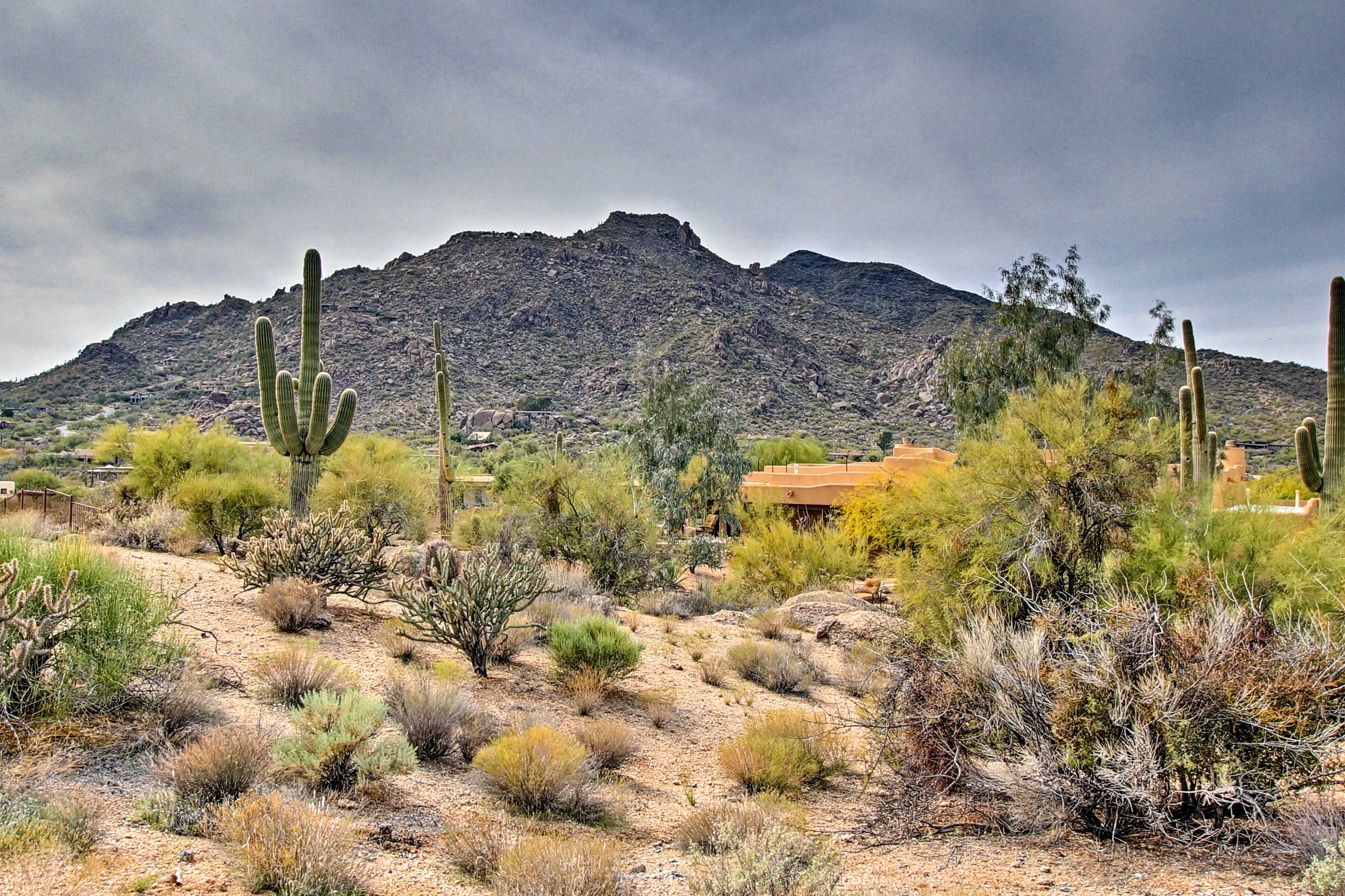 This casita sits just minutes from great dining, hiking, and golf!
