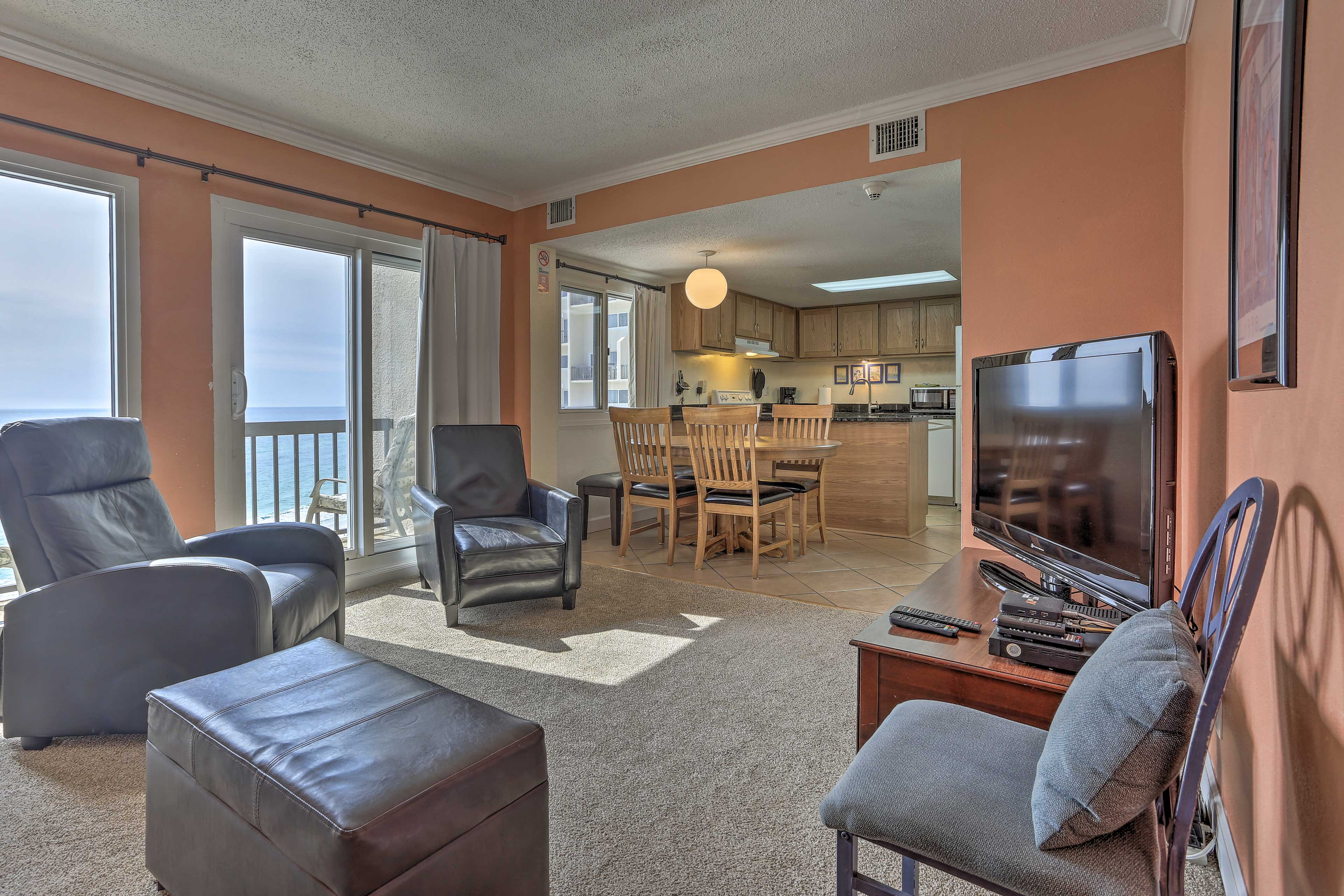 This breezy condo boasts 2 bedrooms,  2.5 bathrooms, and sleeping for 8.
