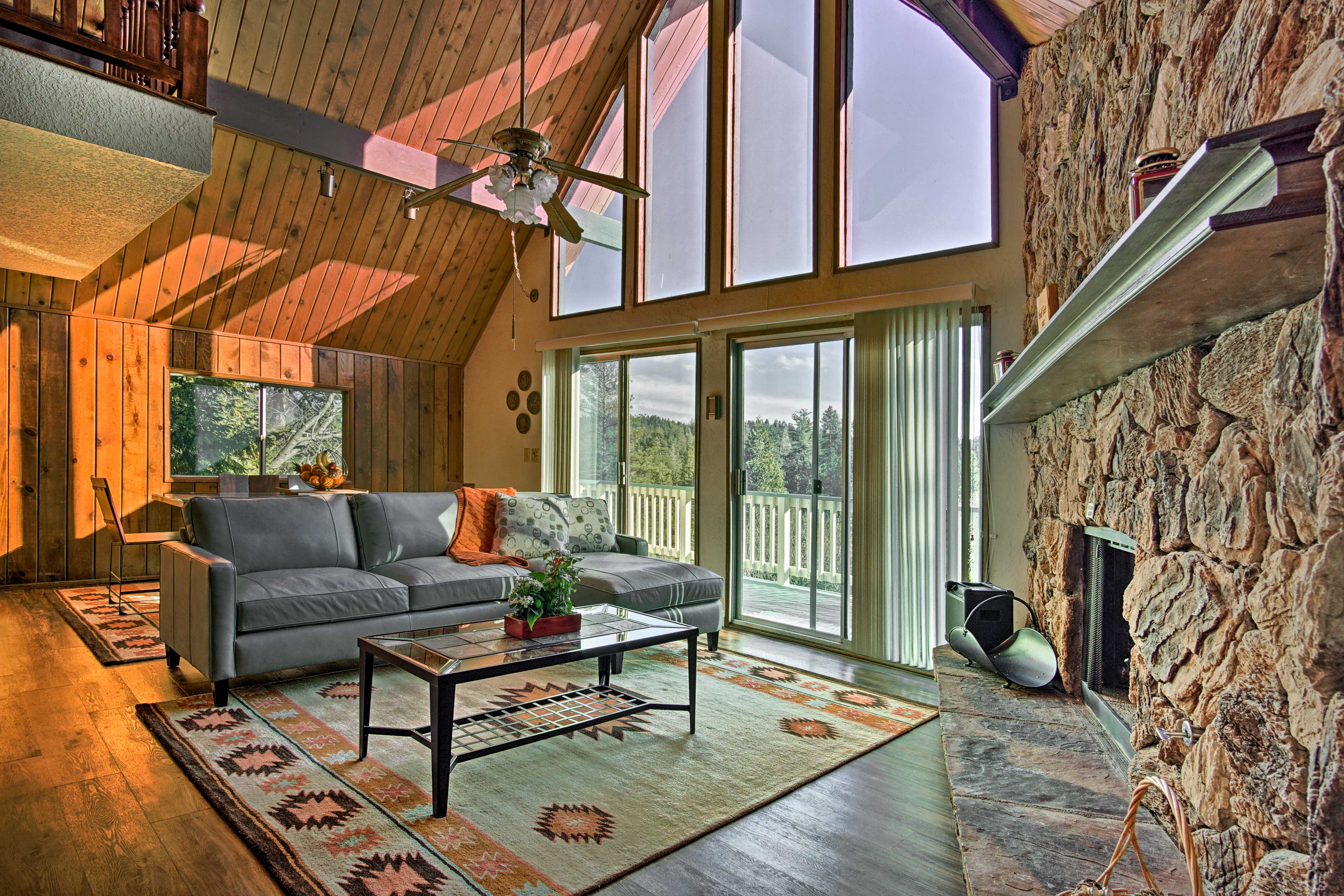 Spread out and relax at this 3-story vacation rental cabin in Lake Arrowhead.