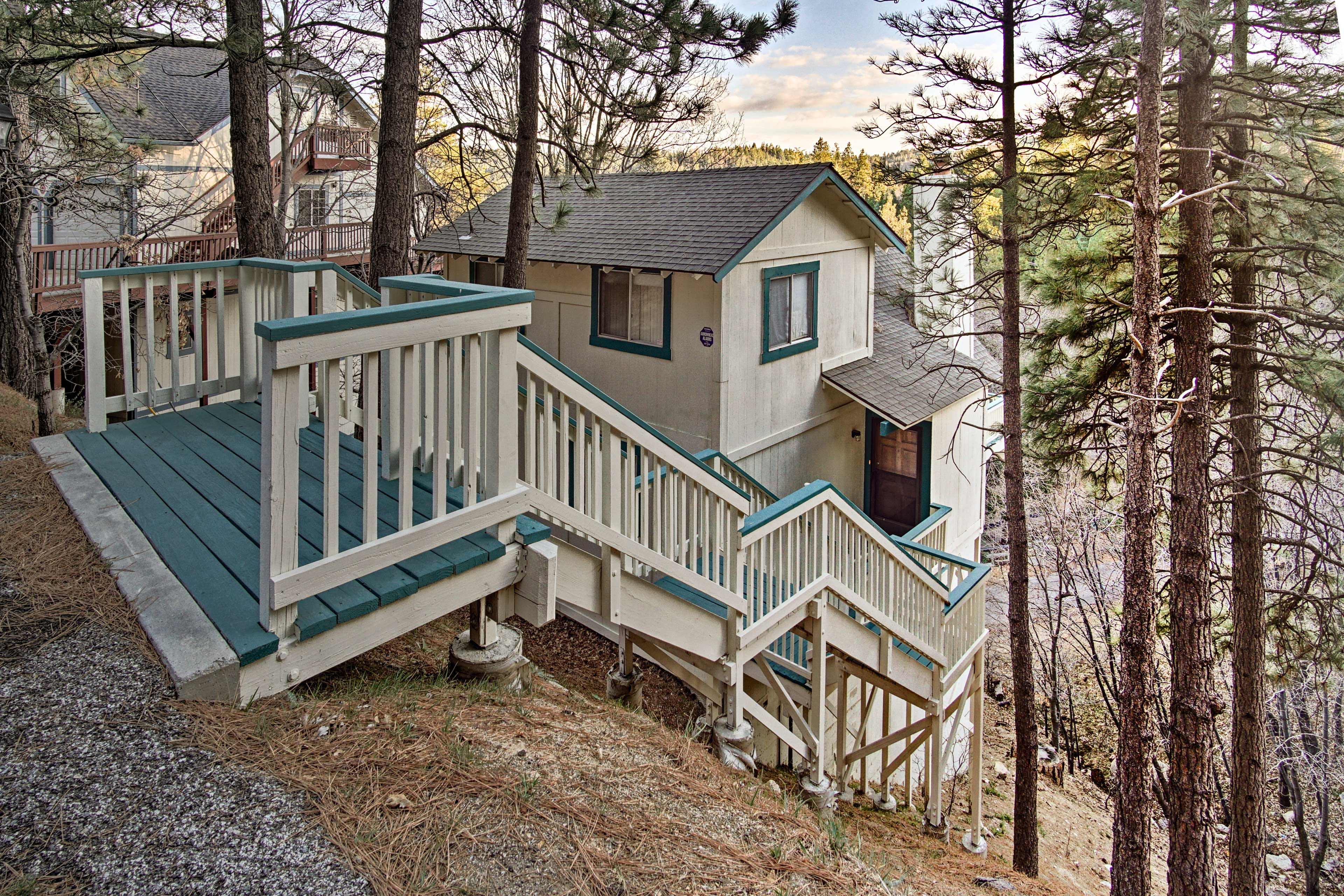 This serene cabin home accommodates up to 12 guests!