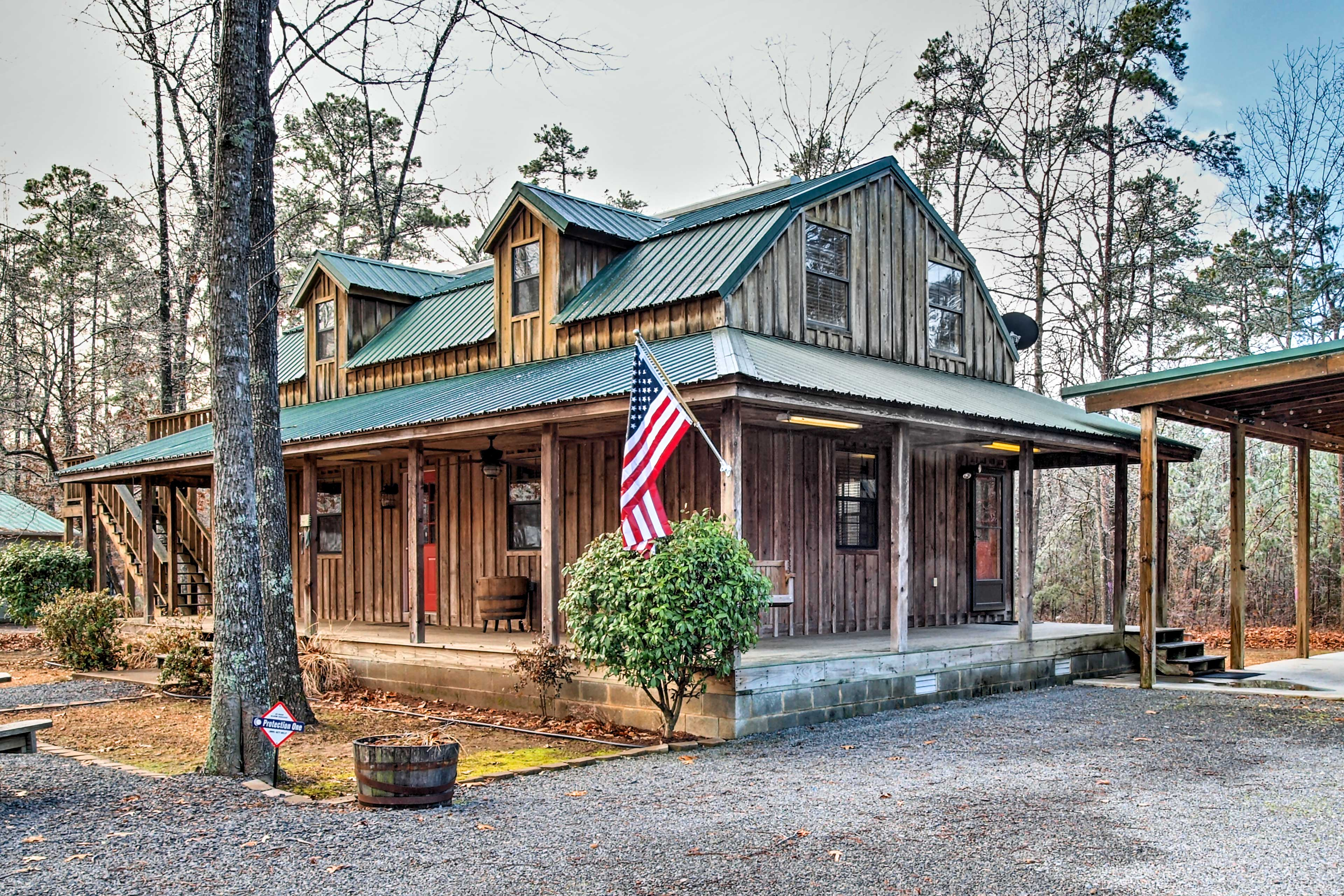 Your wilderness escape begins at this 2-bed, 2-bath Higden vacation rental home!