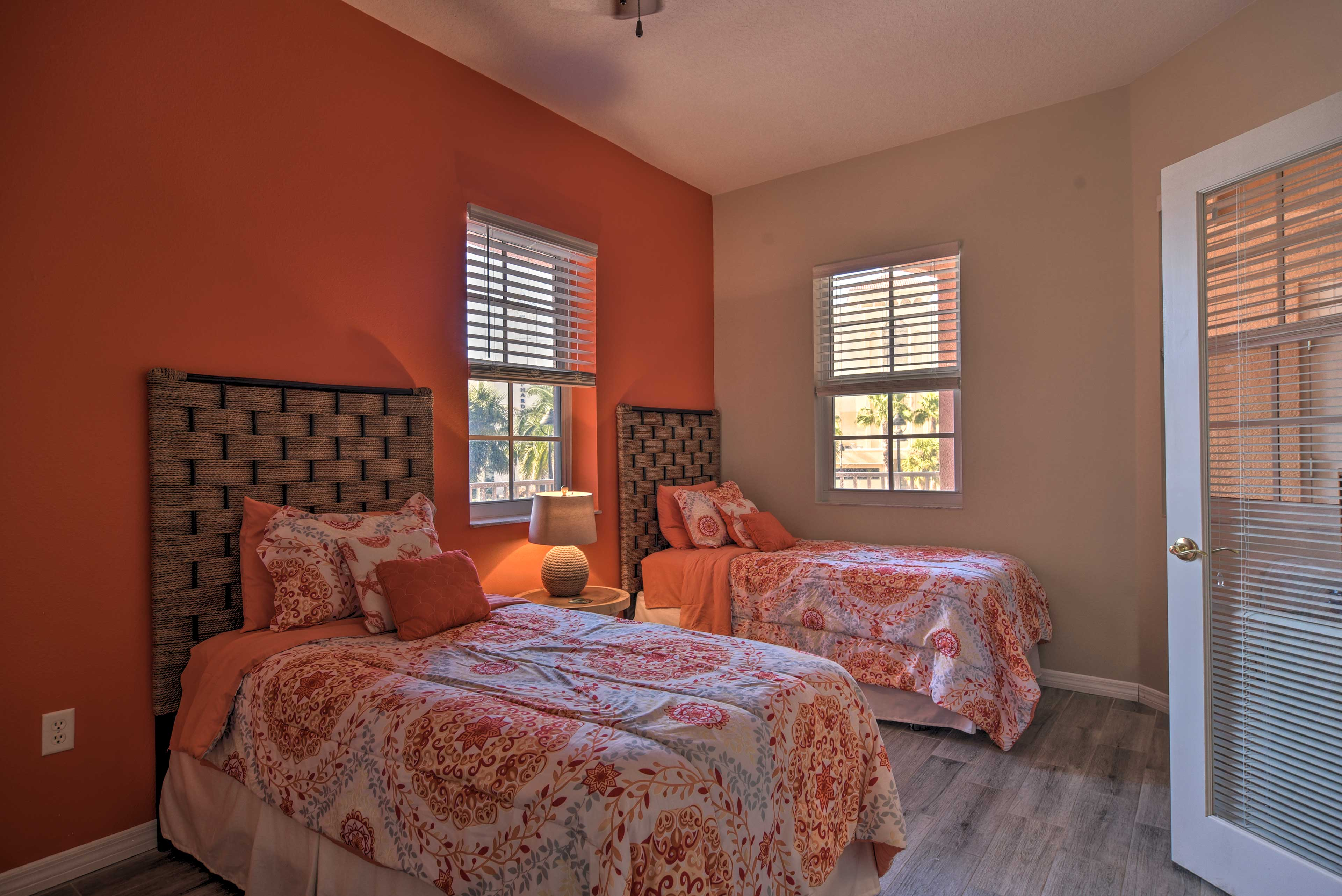 Bedroom | 2 Twin Beds | Linens Provided