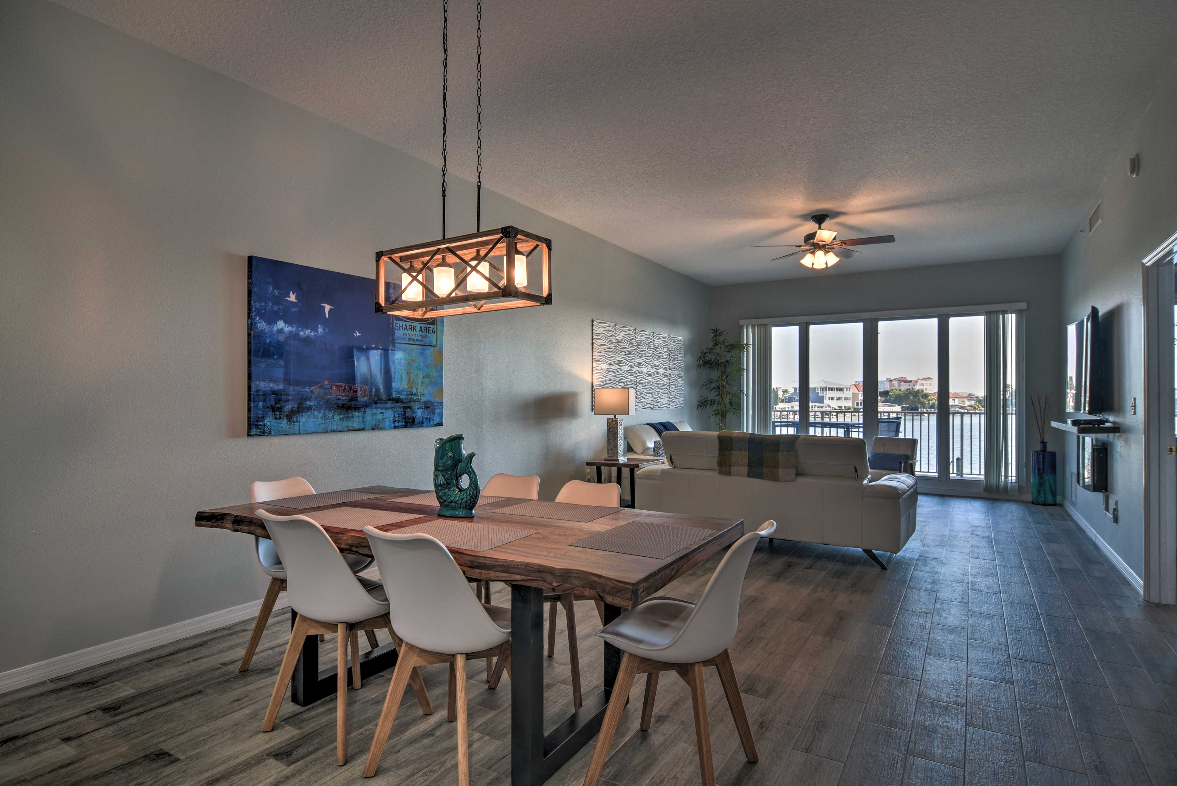 Dining Area | Seating for 6