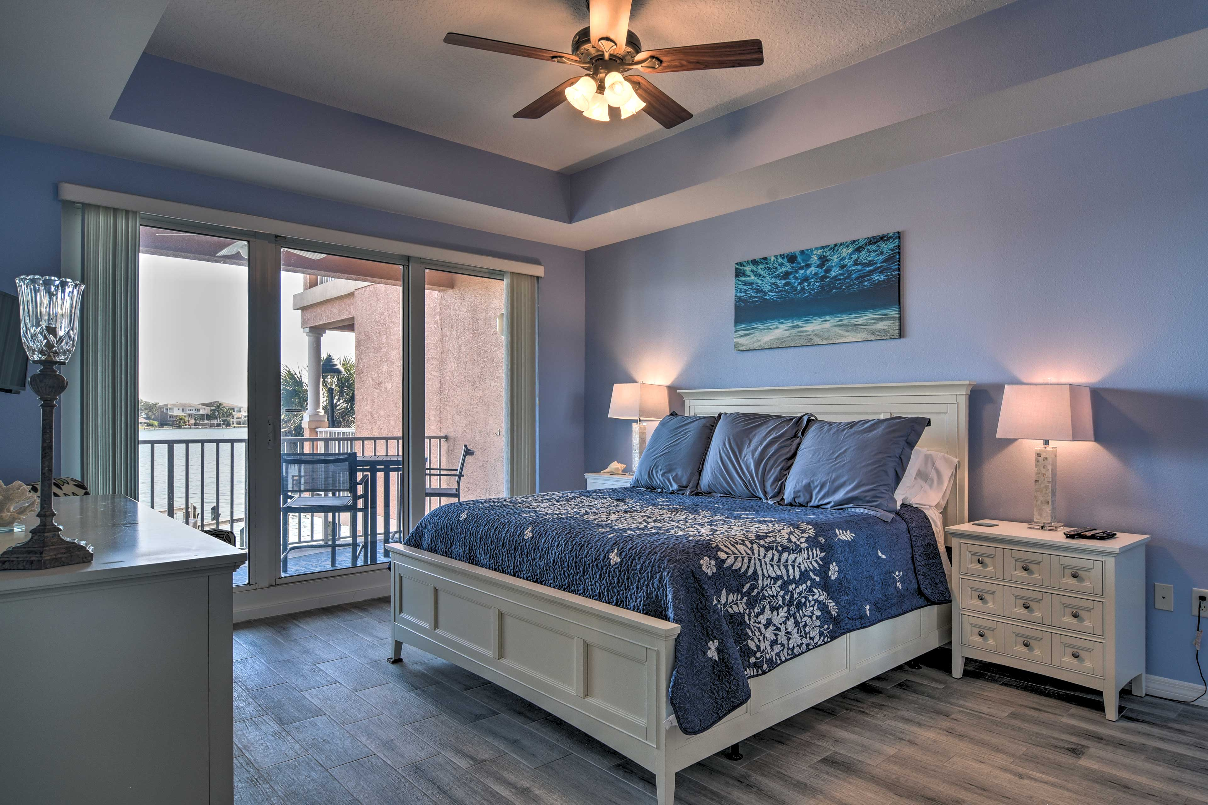 Bedroom | Tempur-Pedic King Bed | Linens Provided