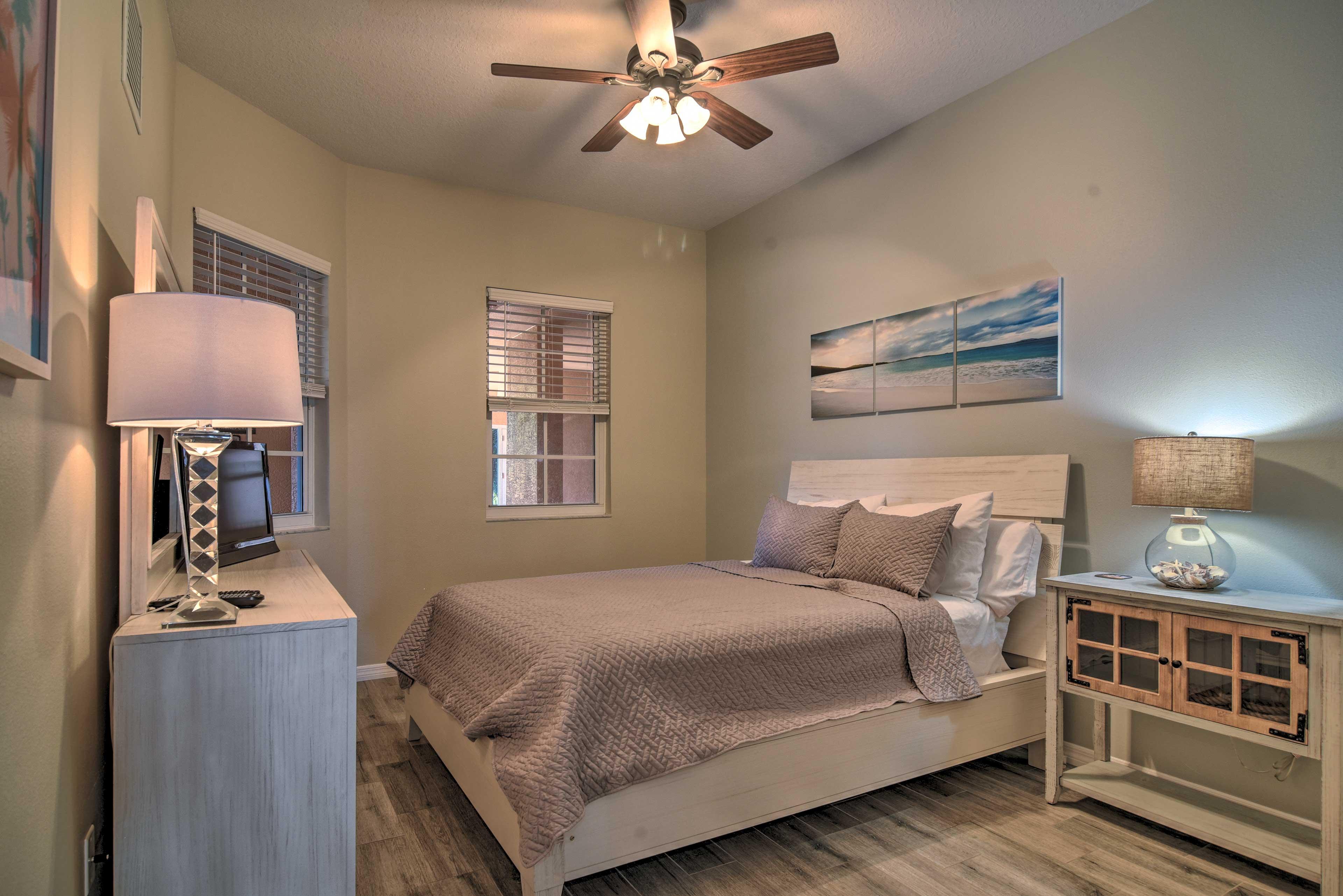 Bedroom | Queen Bed | Linens Provided