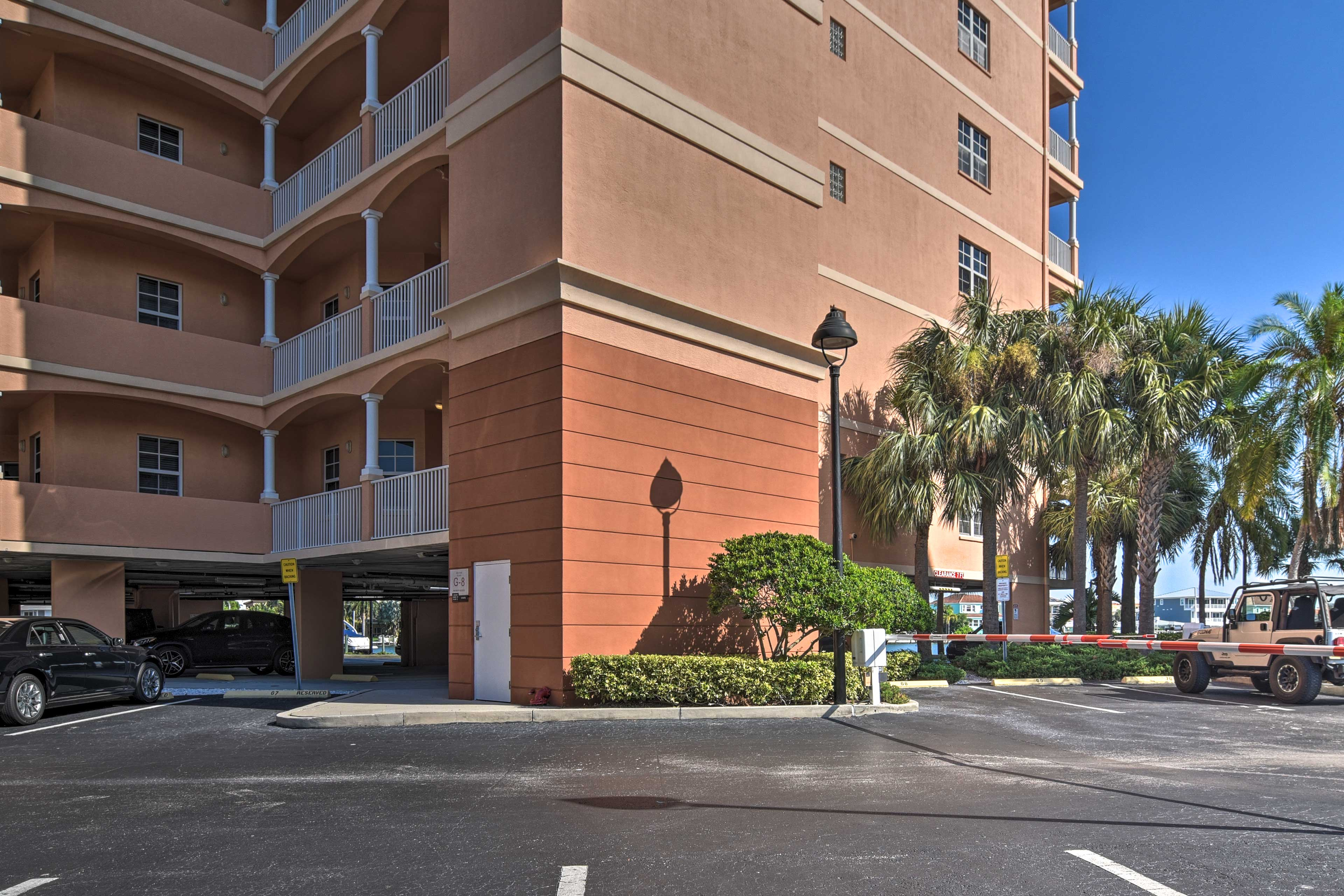 Condo Exterior | 2 Reserved Parking Spots