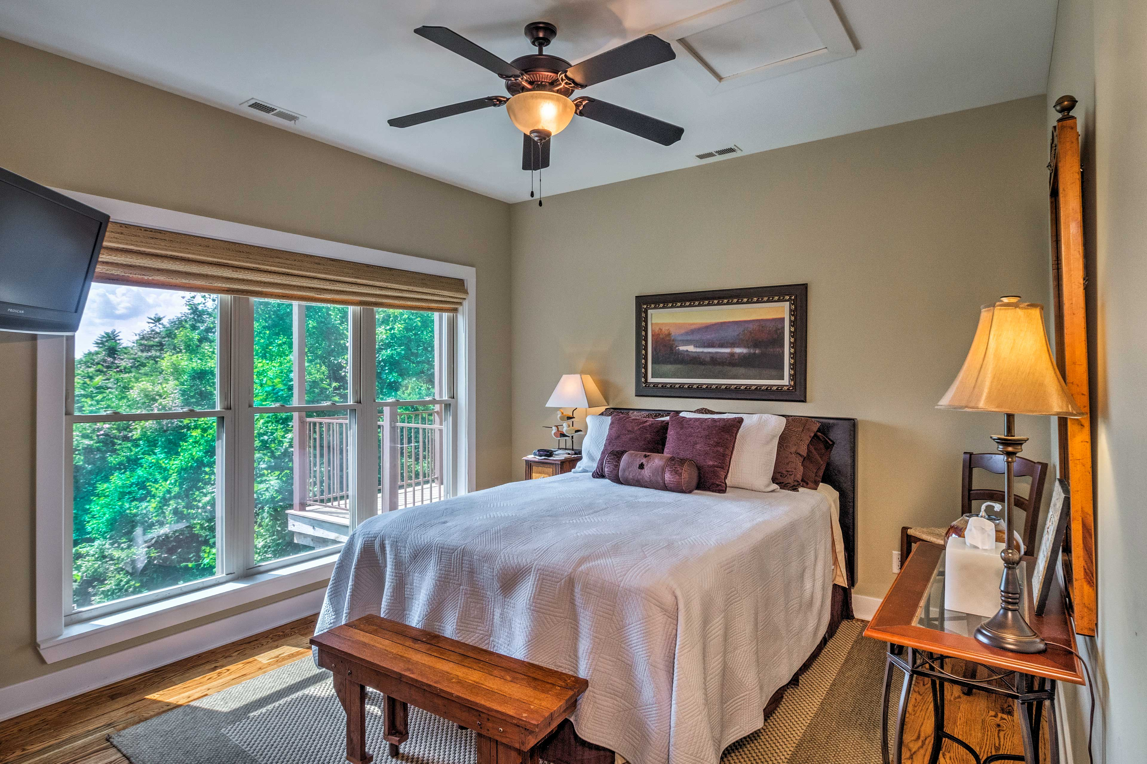 You're going to sleep soundly in this spacious master with queen bed.