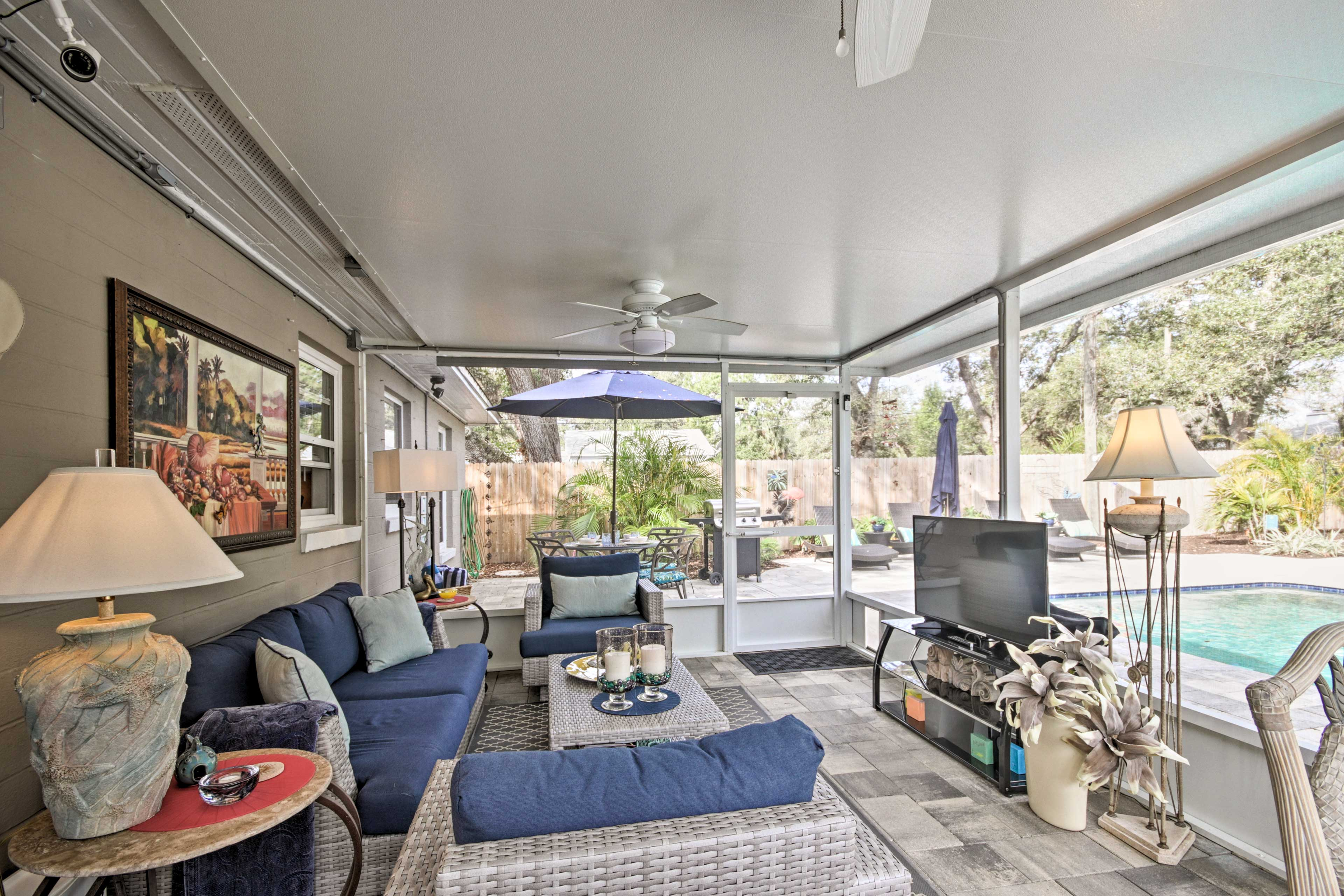 Enjoy luxurious amenities including this tastefully furnished screened-in patio.