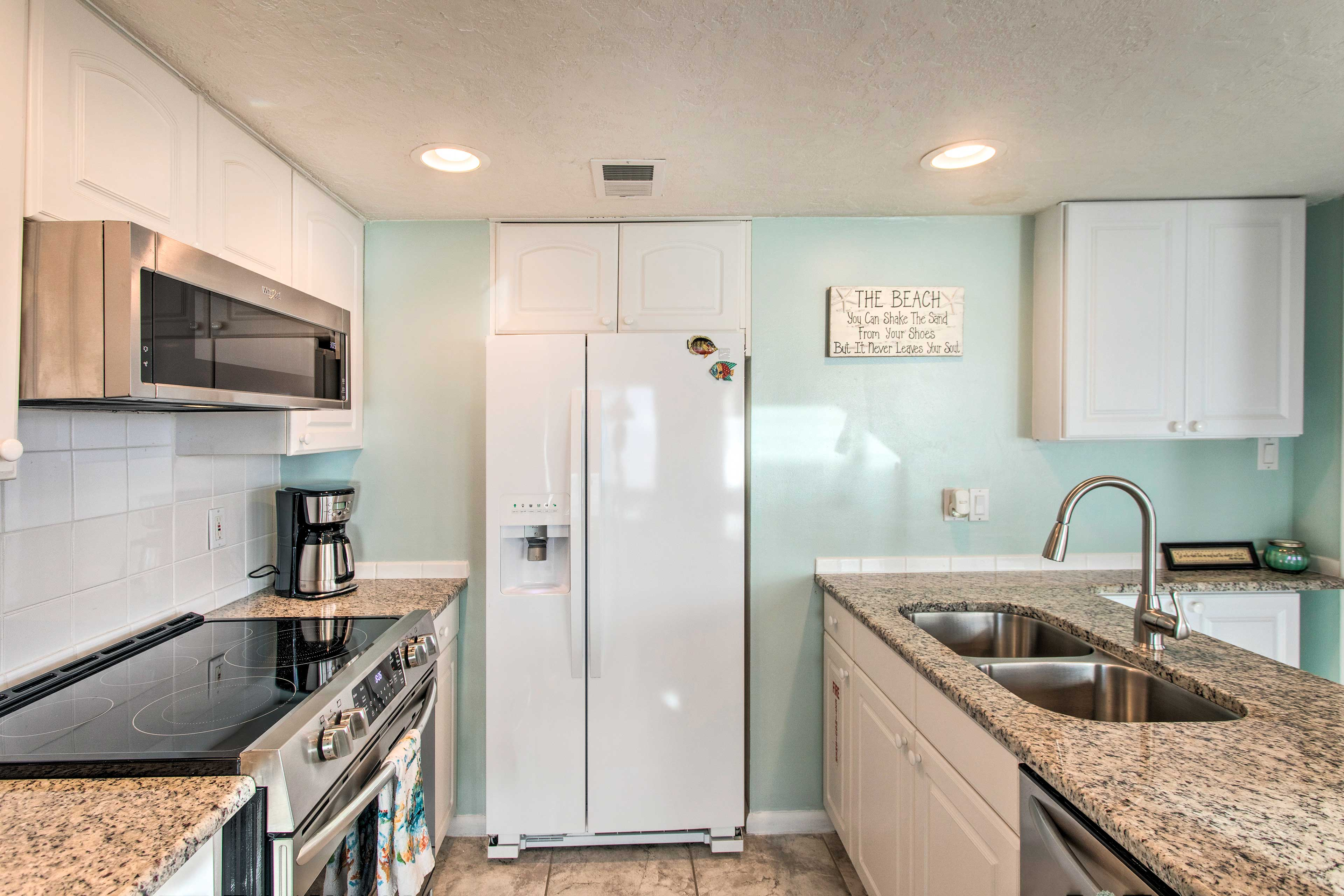 The fully equipped kitchen feels 5-star.