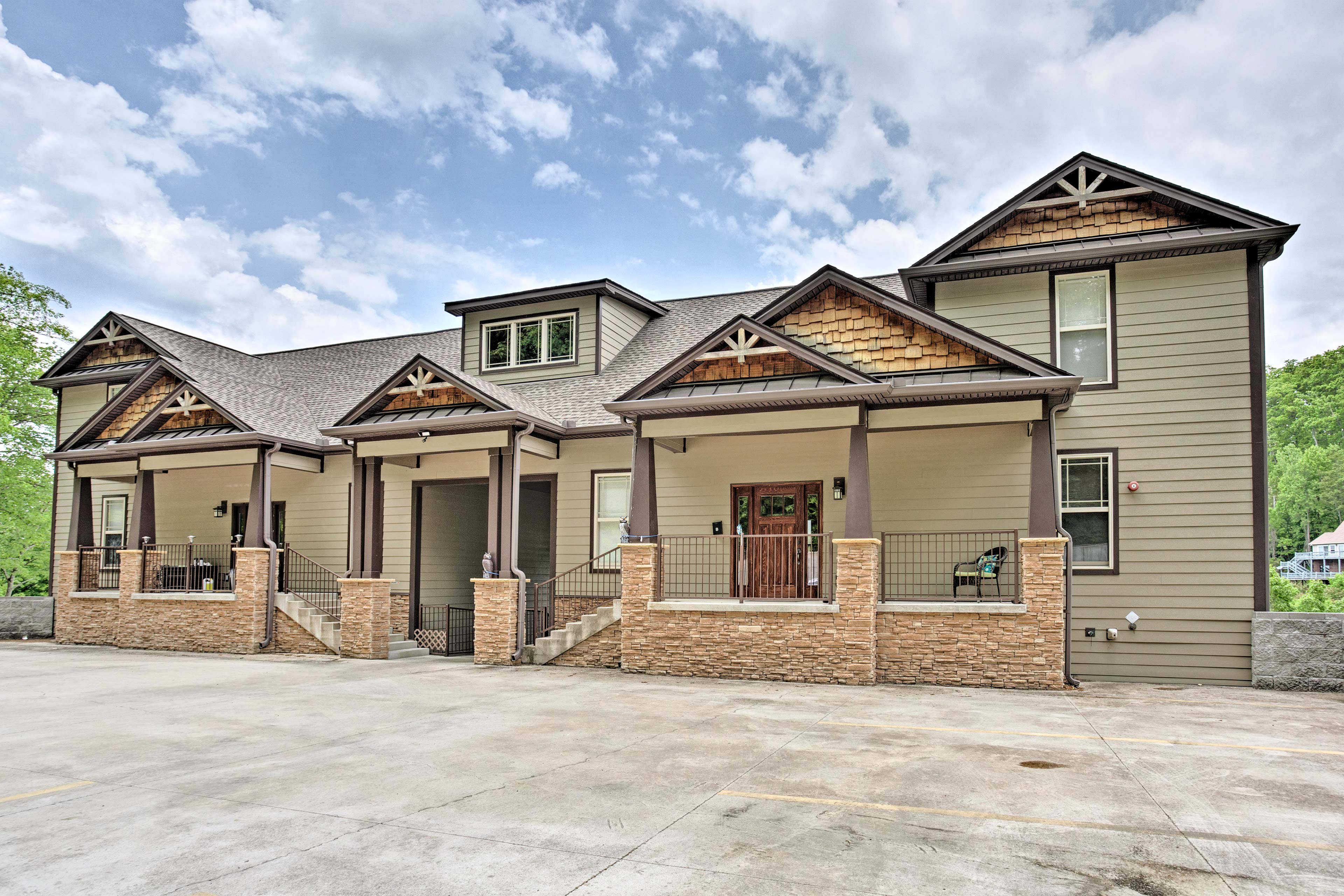 This beautiful abode features 3 bedrooms and 2.5 bathrooms.