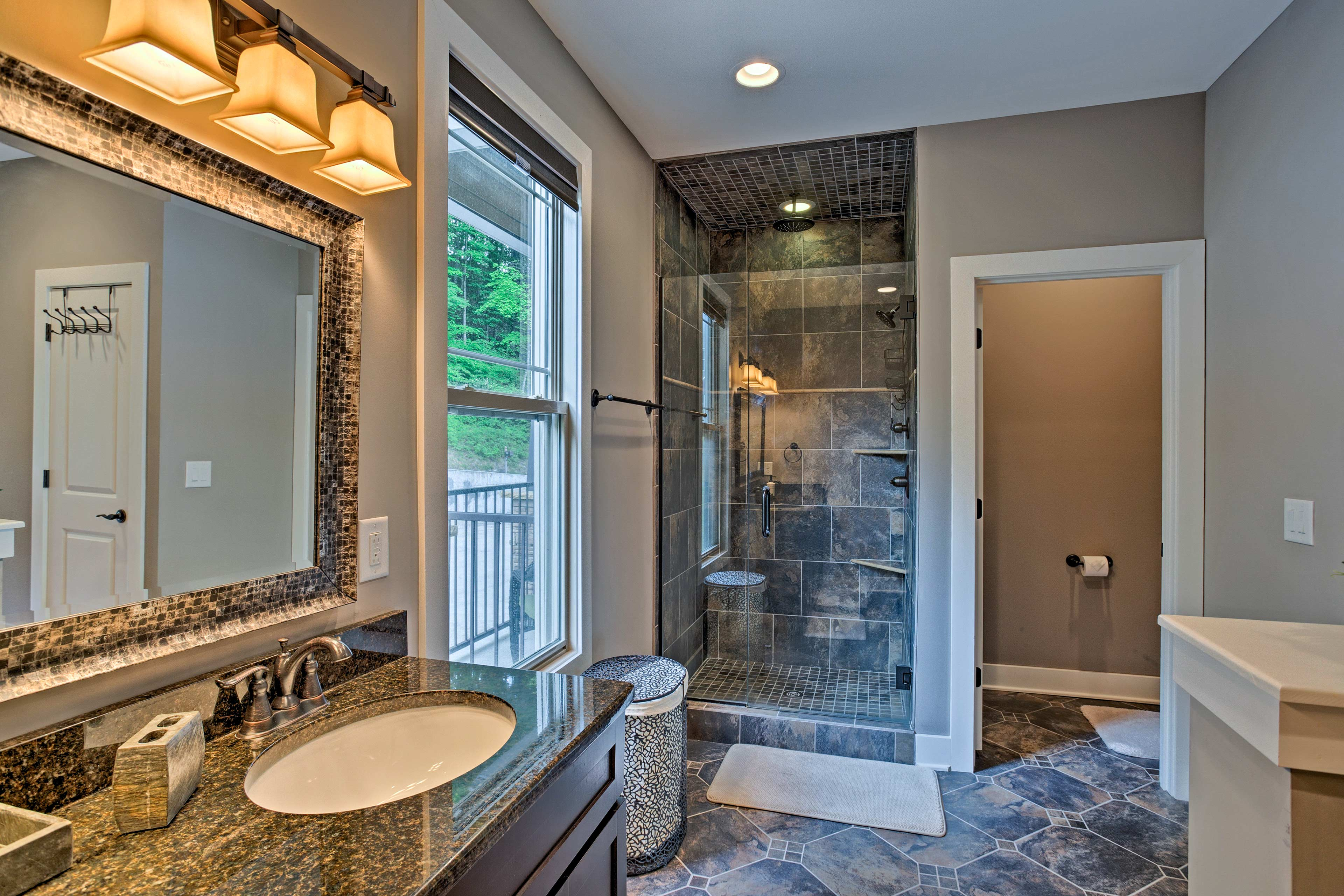 The en-suite also has a walk-in shower!