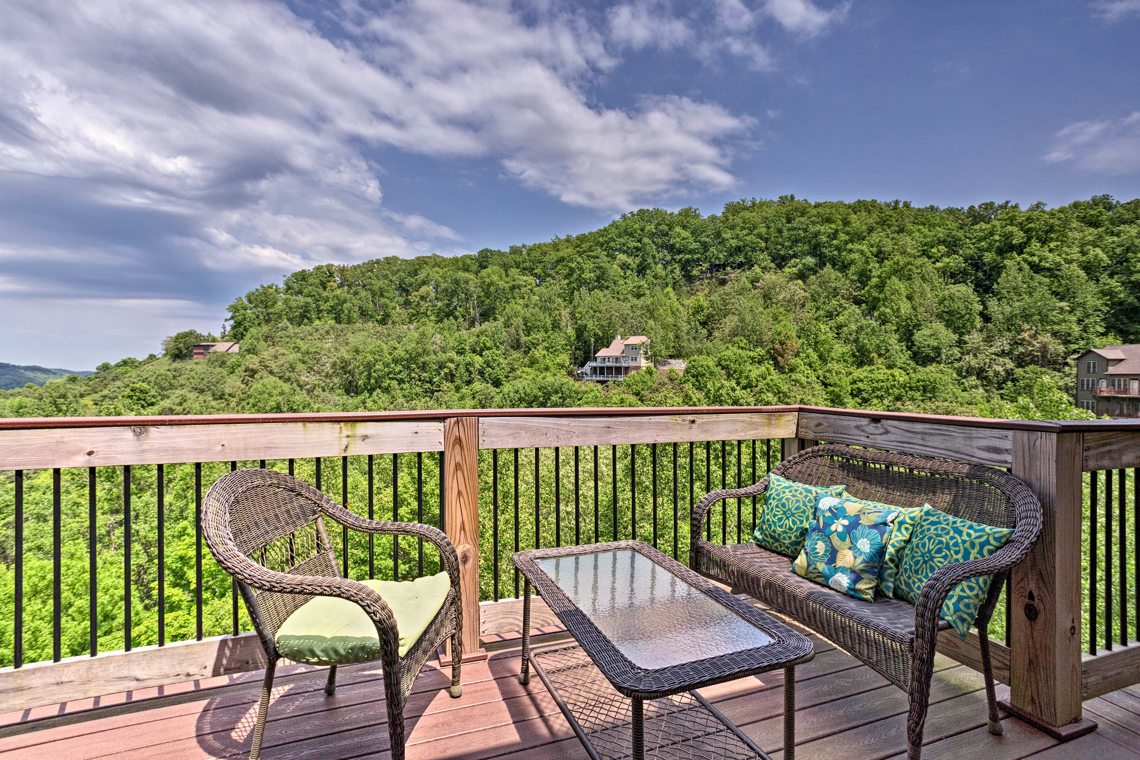 The furnished deck is the ideal spot for entertaining!
