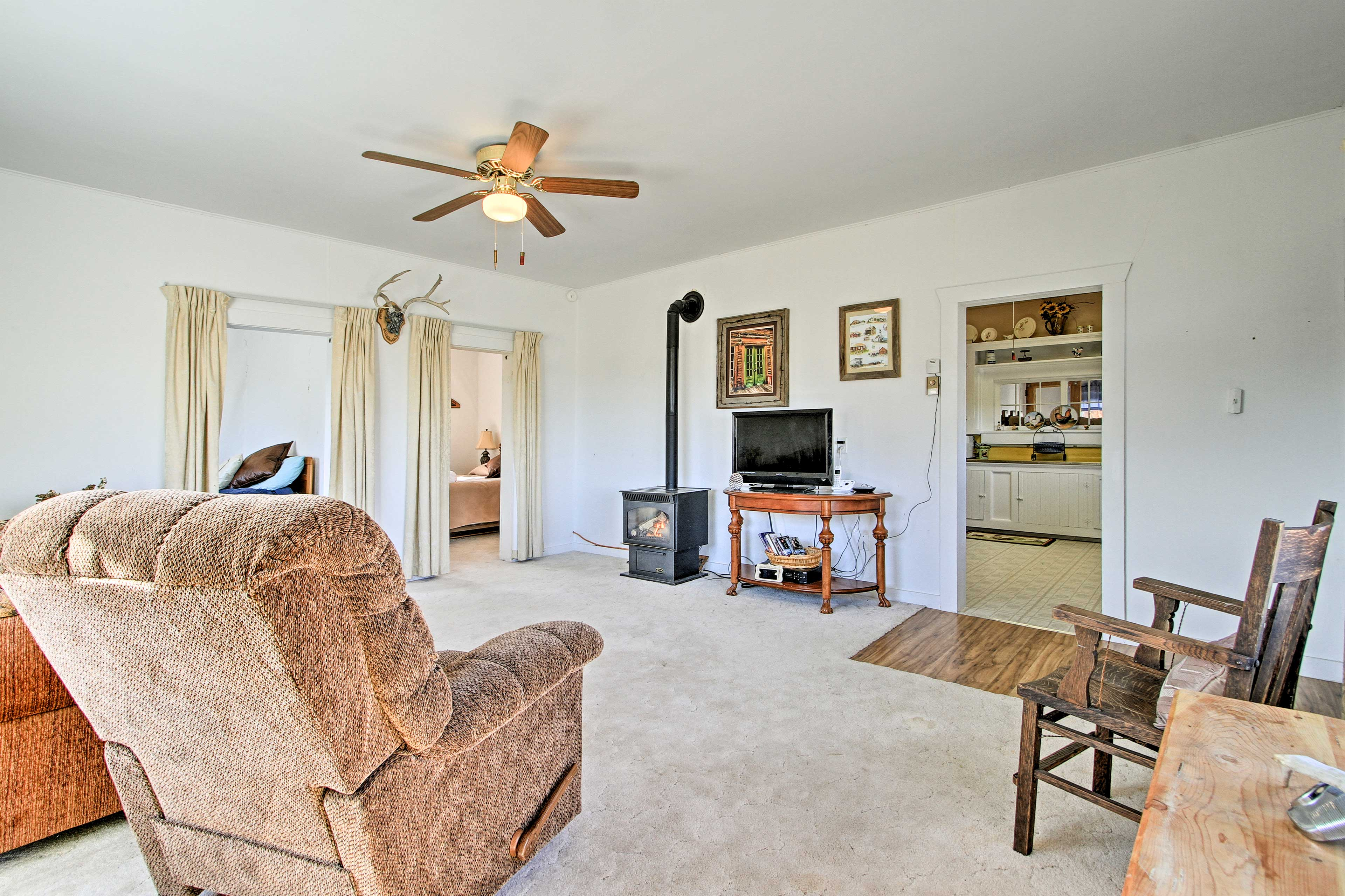 Unwind in front of the flat-screen Dish TV, or unplug by the gas fireplace.