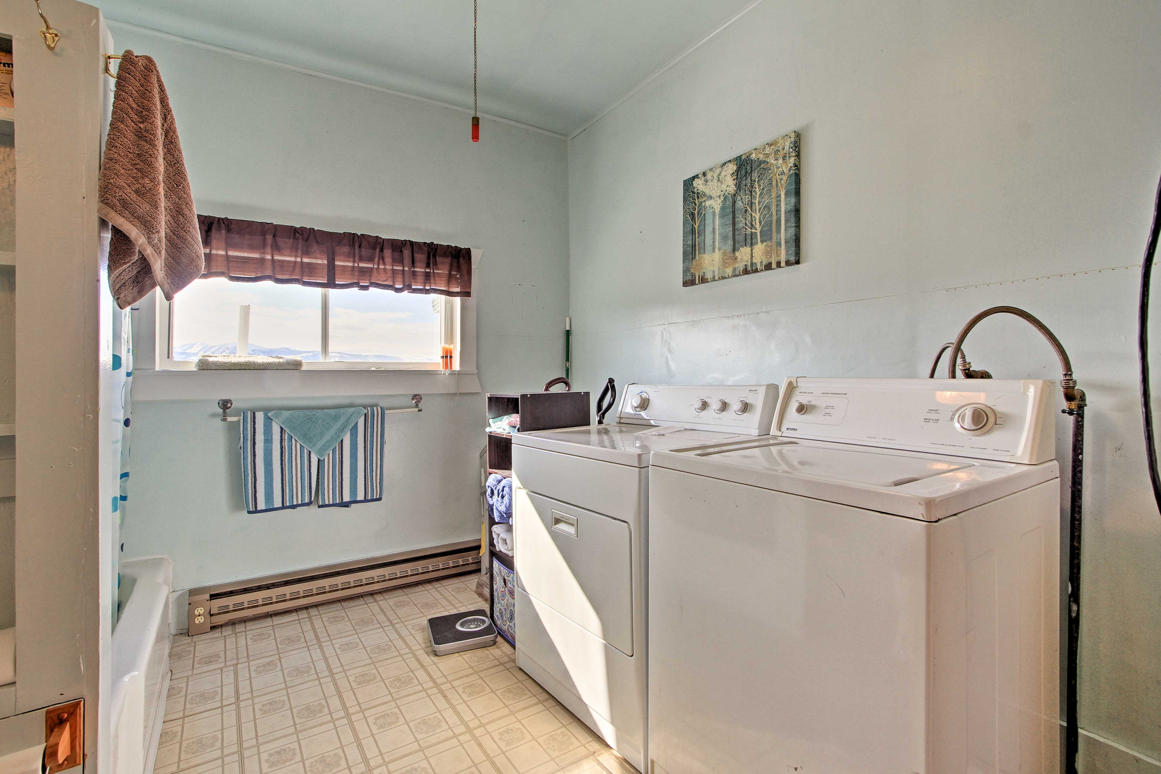 This space is also equipped with in-unit laundry machines.
