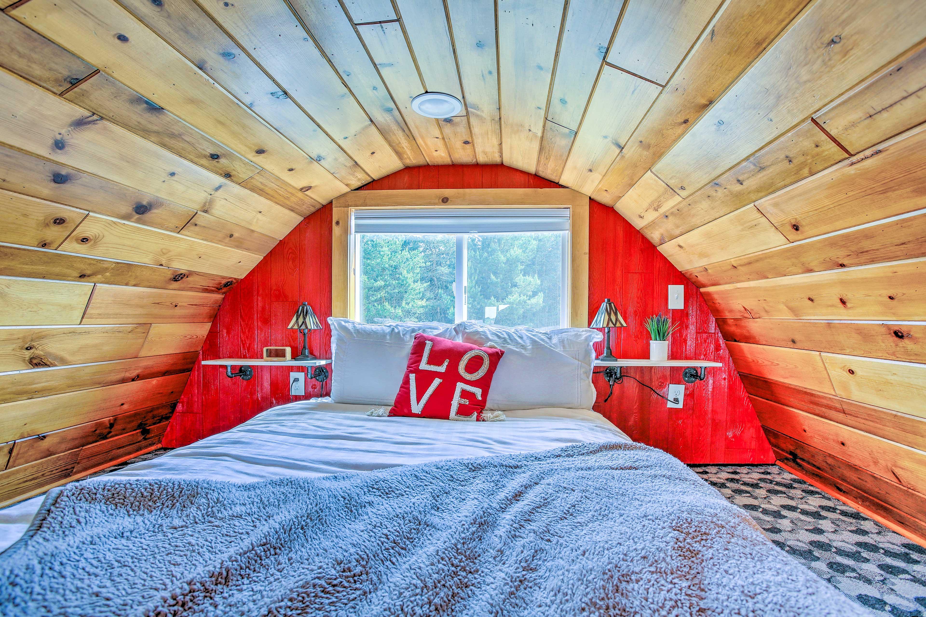 Loft | Queen Bed