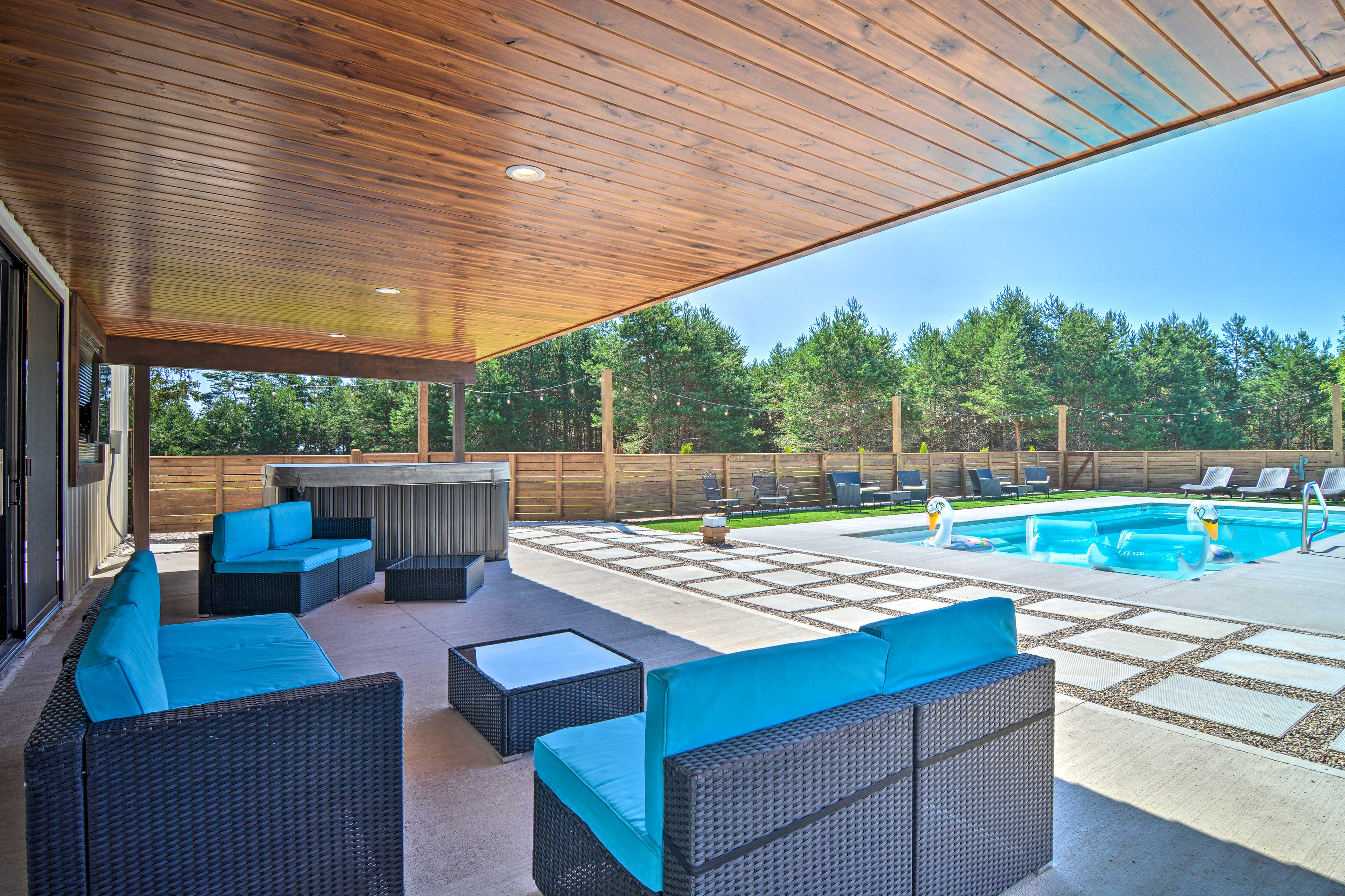 Private Outdoor Space | Hot Tub