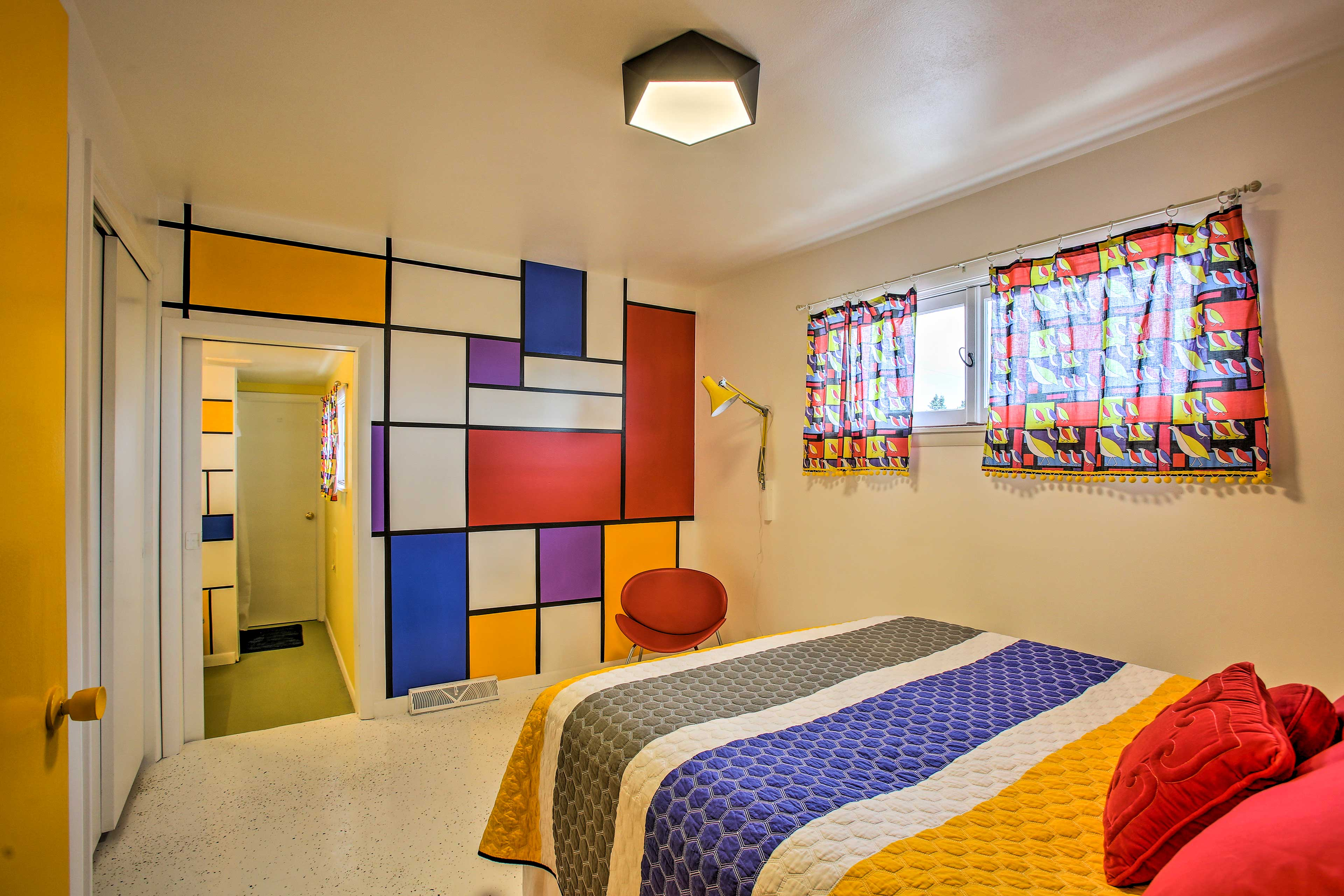 Bedroom 6 (Partridge Family) | Queen Bed
