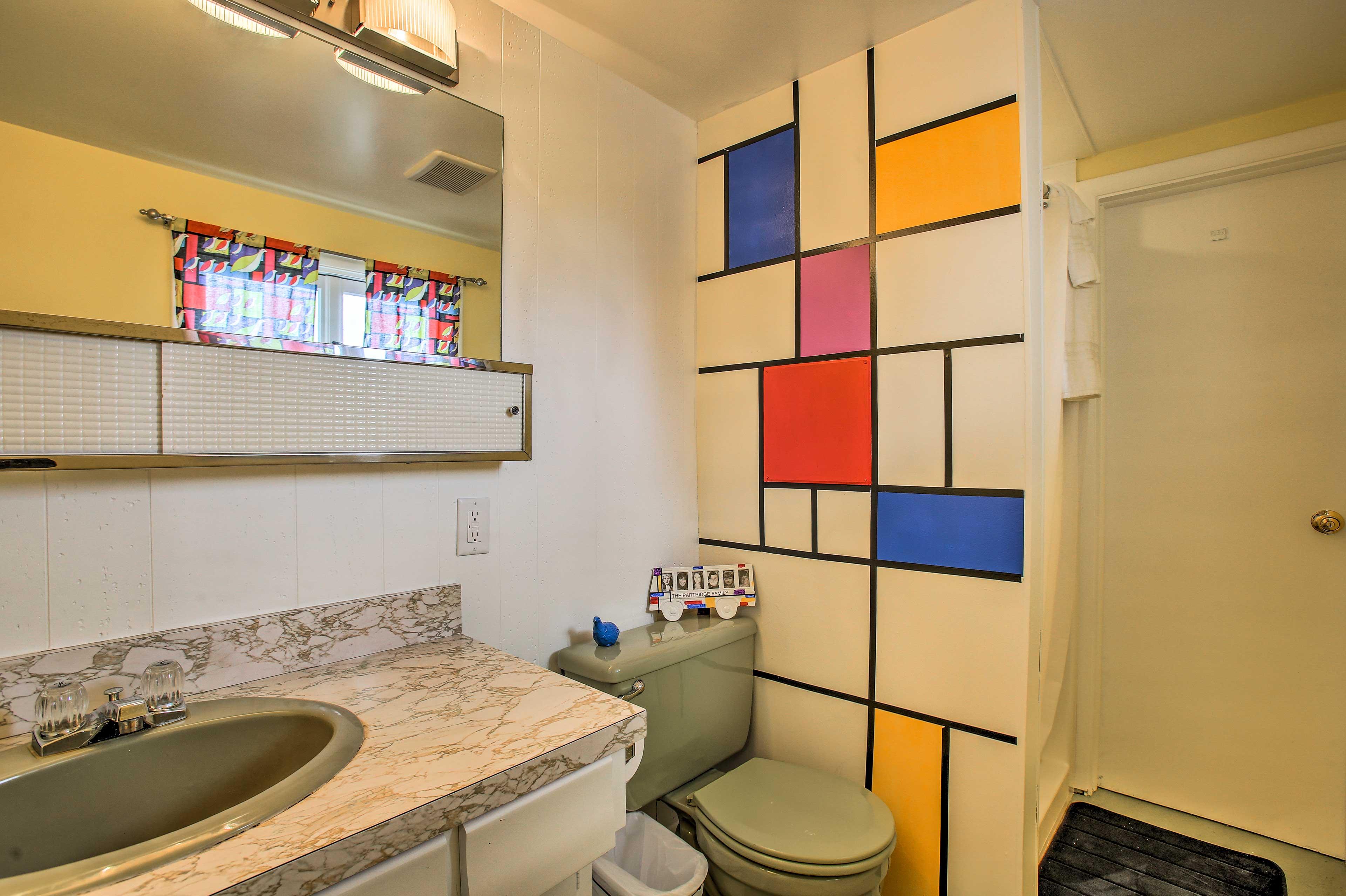 'Partridge Family' Full Bathroom