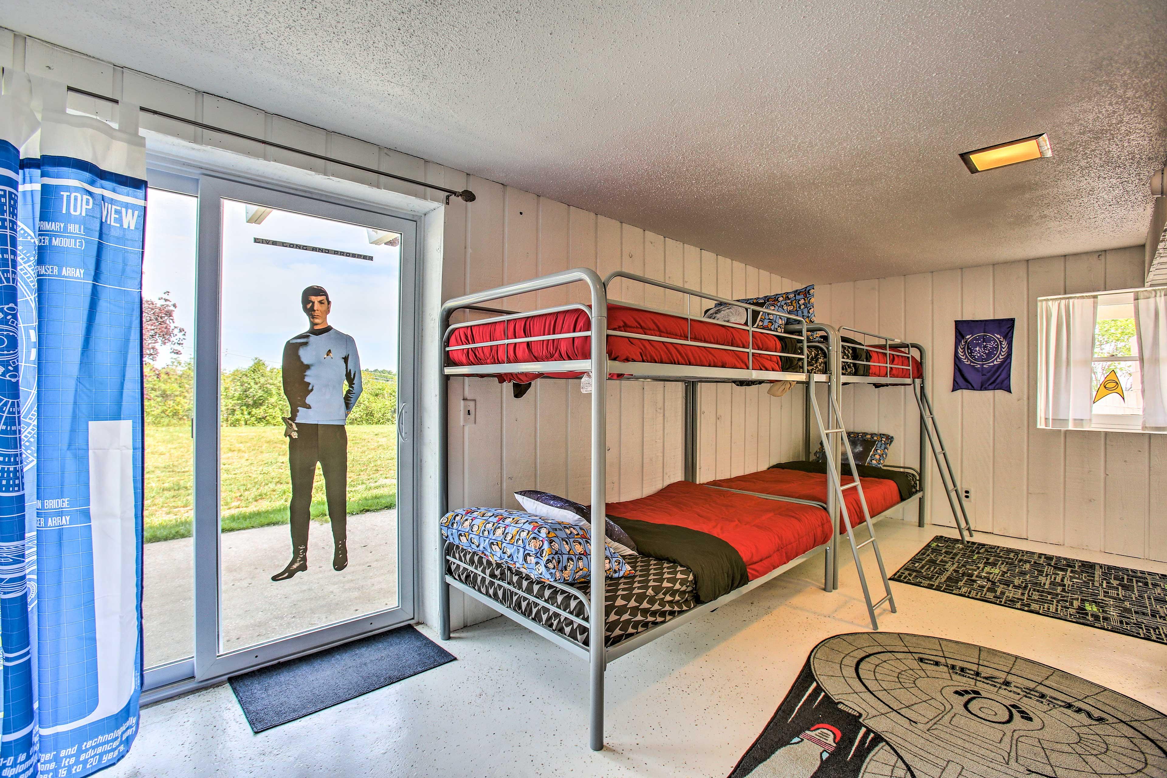 Bedroom 4 (Star Trek) | Twin Bunk Bed