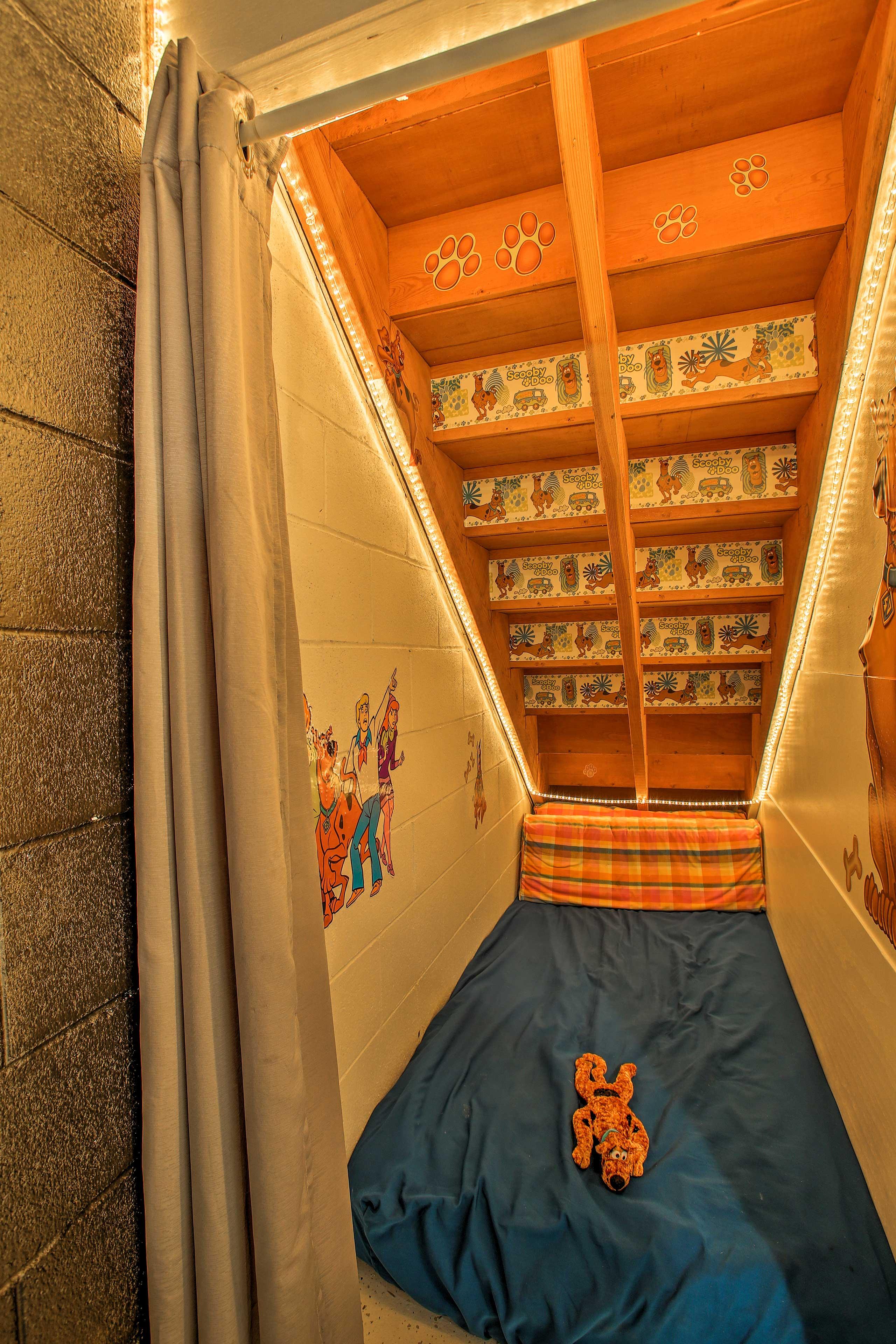 Bedroom 8 Sleeping Nook | Twin Futon, Twin Mattress