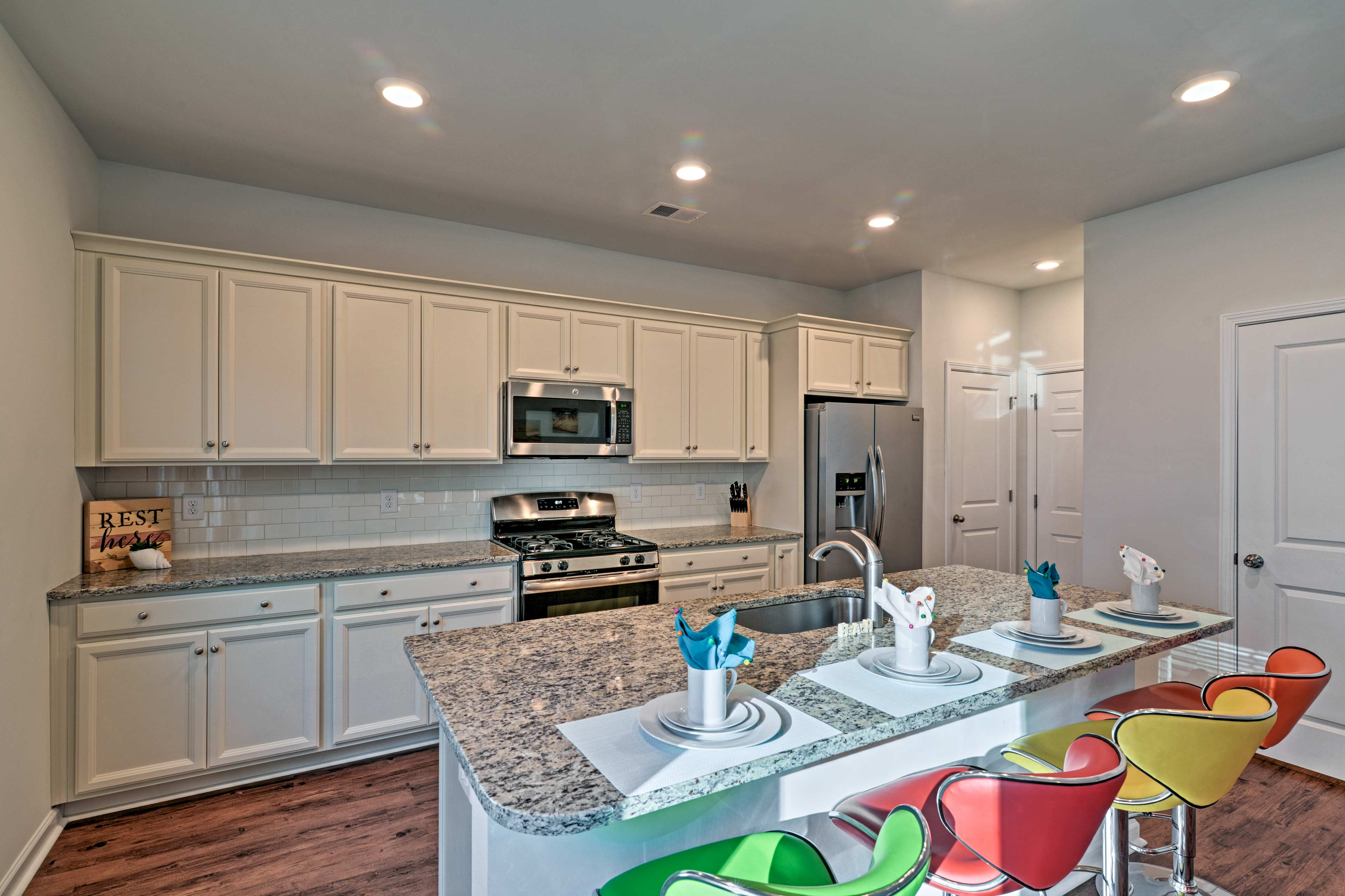 This home boasts 3 bedrooms, 2.5 bathrooms, and sleeping for up to 8 guests.