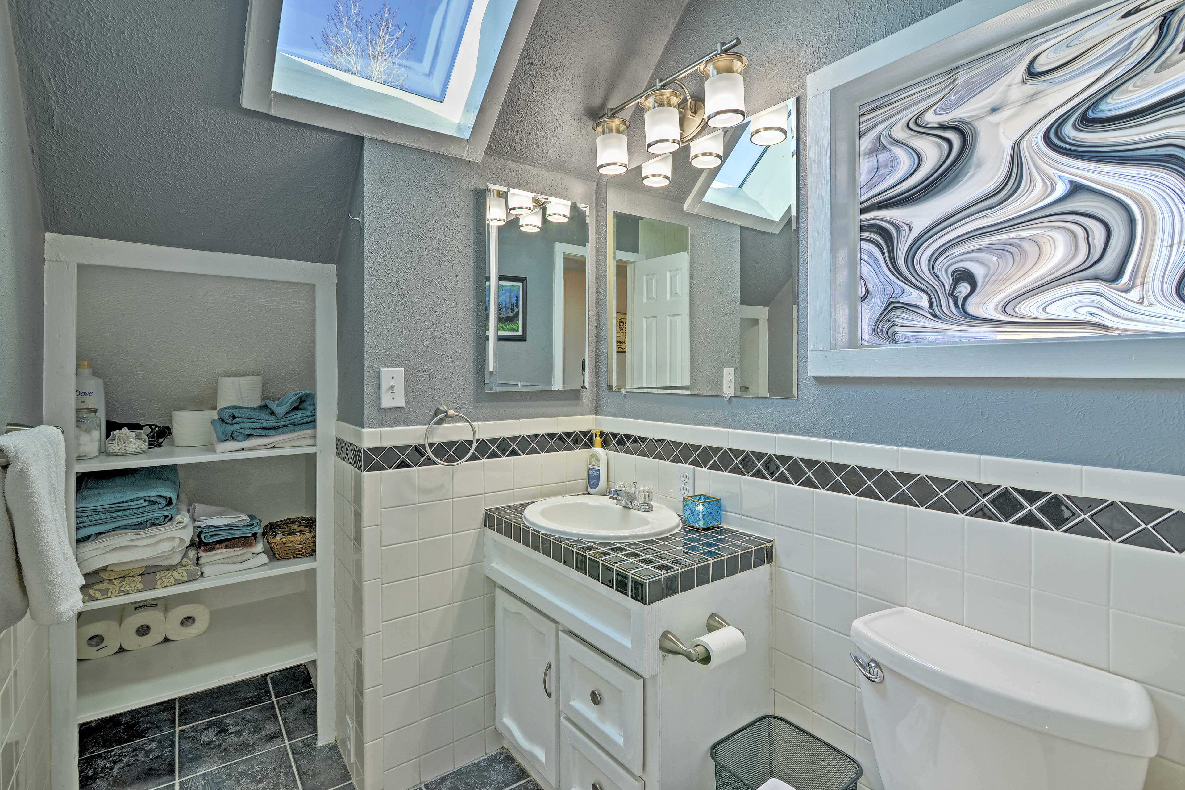 A full bathroom is available between both the upstairs bedrooms.