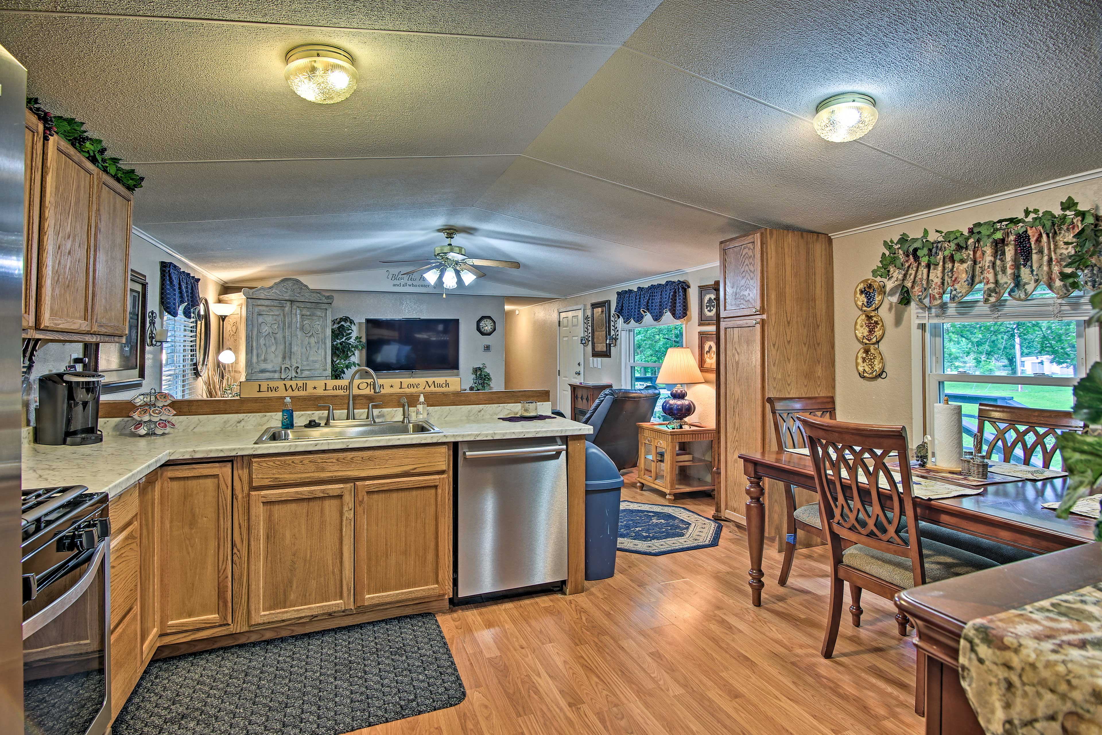Inside the cozy interior, you'll find a fully equipped kitchen & 2 living areas.