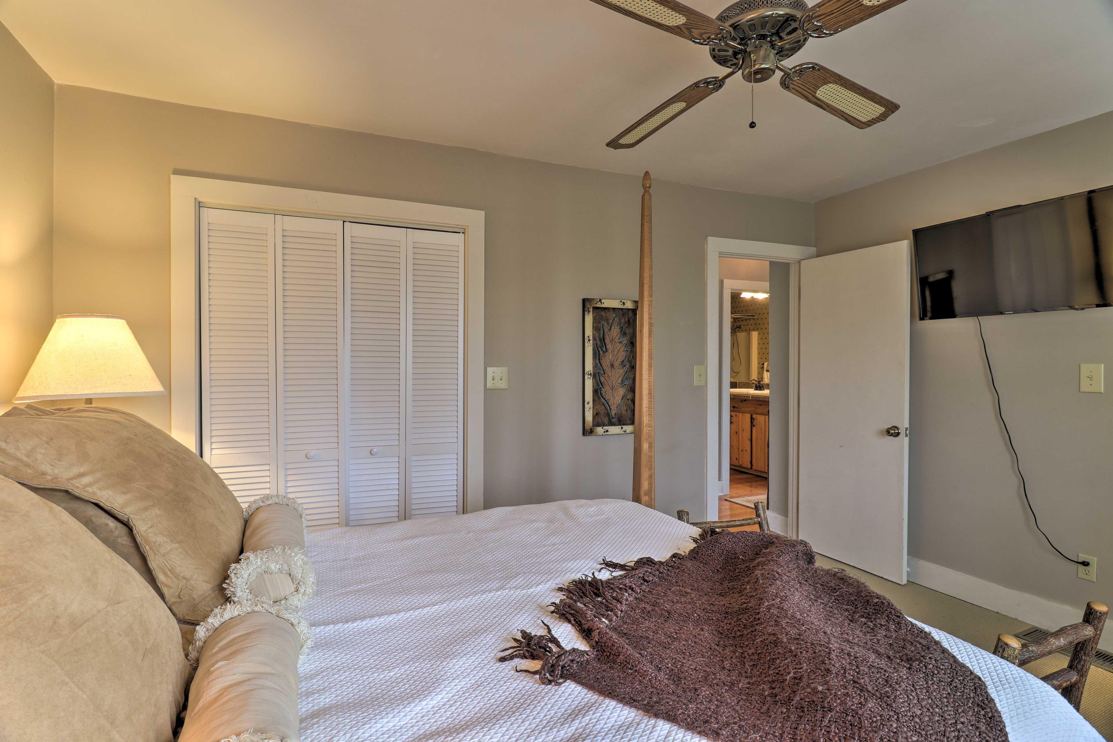 Bedroom 1 (Suite)   Satellite TV