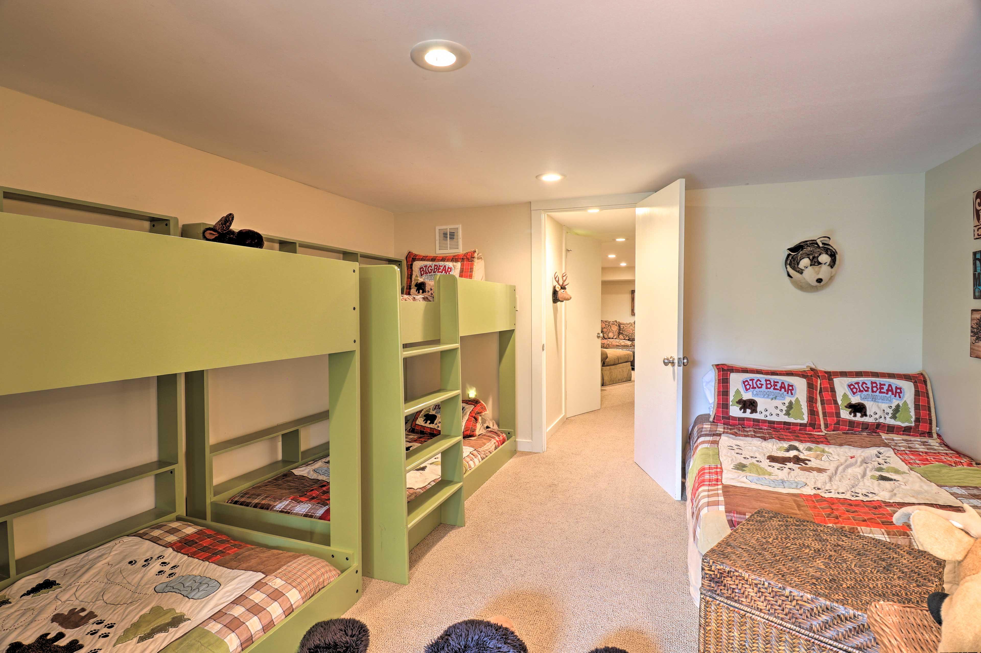 Bedroom 4 (Bunkroom)   2 Twin Bunk Beds   Queen Bed